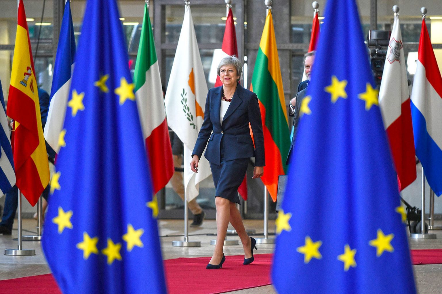 British Prime Minister Theresa May is drawing flak from hardcore Brexit backers and pro-EU loyalists alike for considering the European Union's proposal to extend the post-Brexit transition period until December 2021, from the current plan of the end