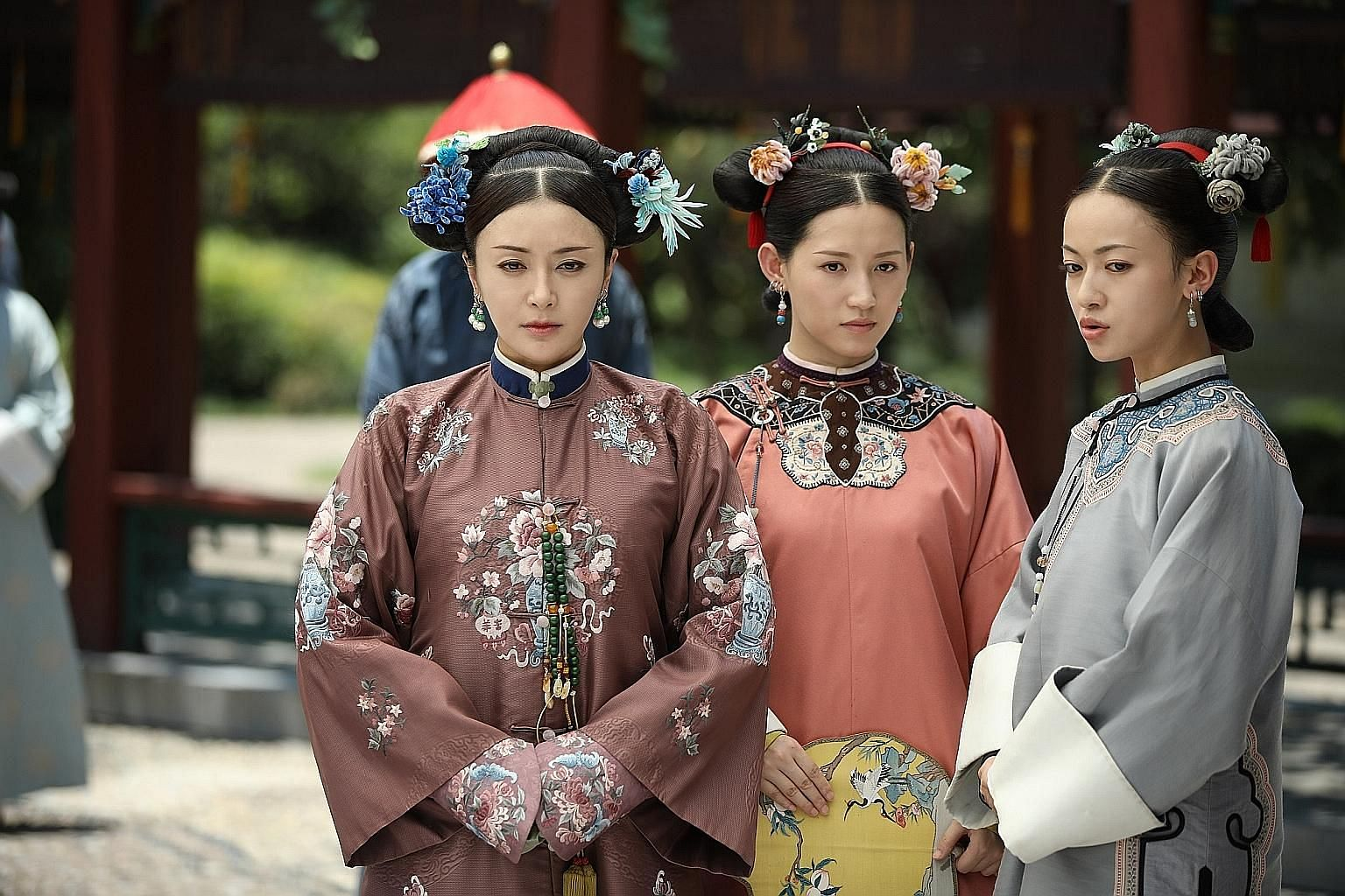 Elegant outfits and refined accessories in Story Of Yanxi Palace, starring (from far left) Qin Lan, Su Qing and Wu Jinyan.