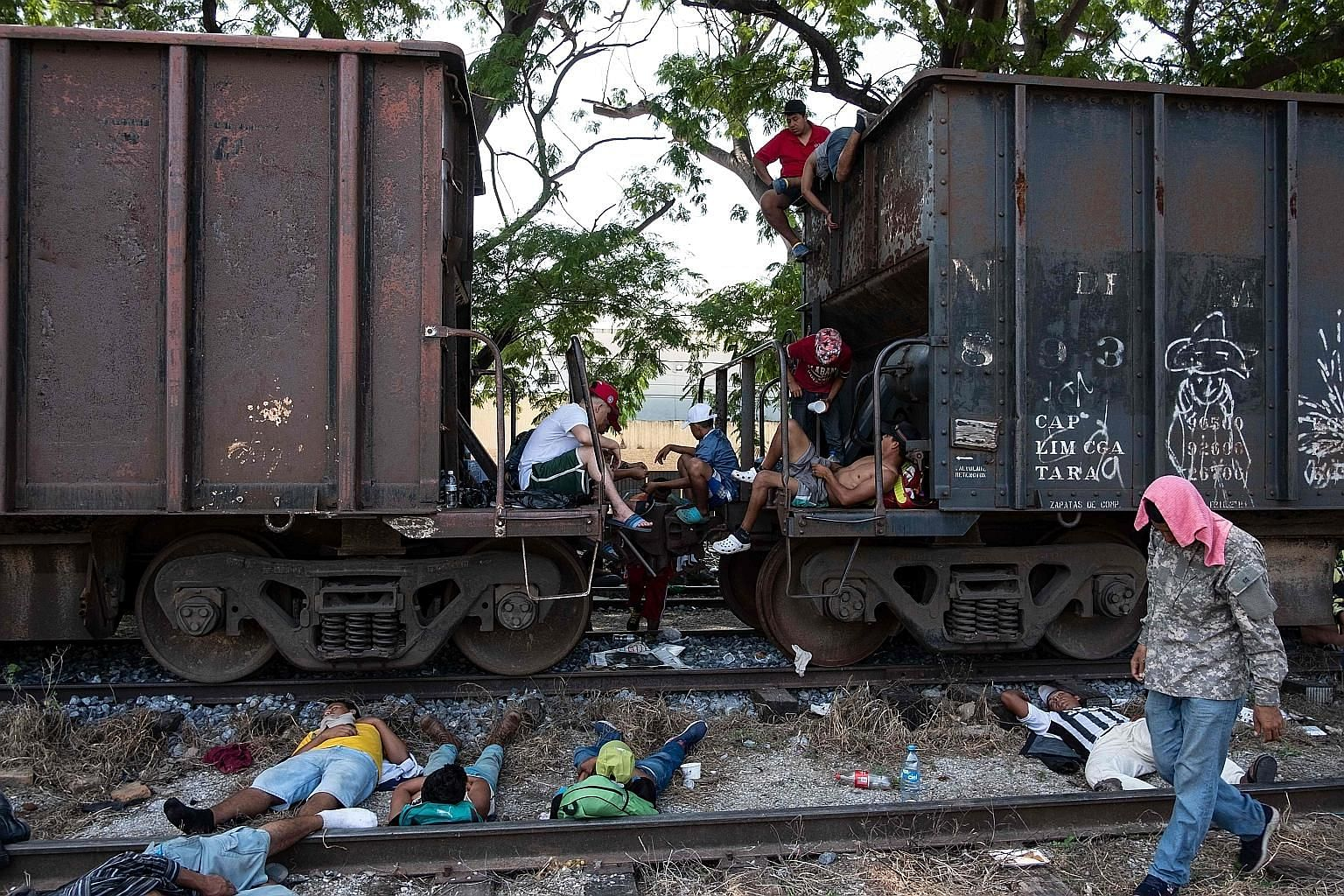 Honduran migrants, part of a caravan heading to the United States, resting in southern Mexico last Friday. One video showing cash being handed out to the migrants had earlier spread on social media. It was later found to have been filmed in Guatemala