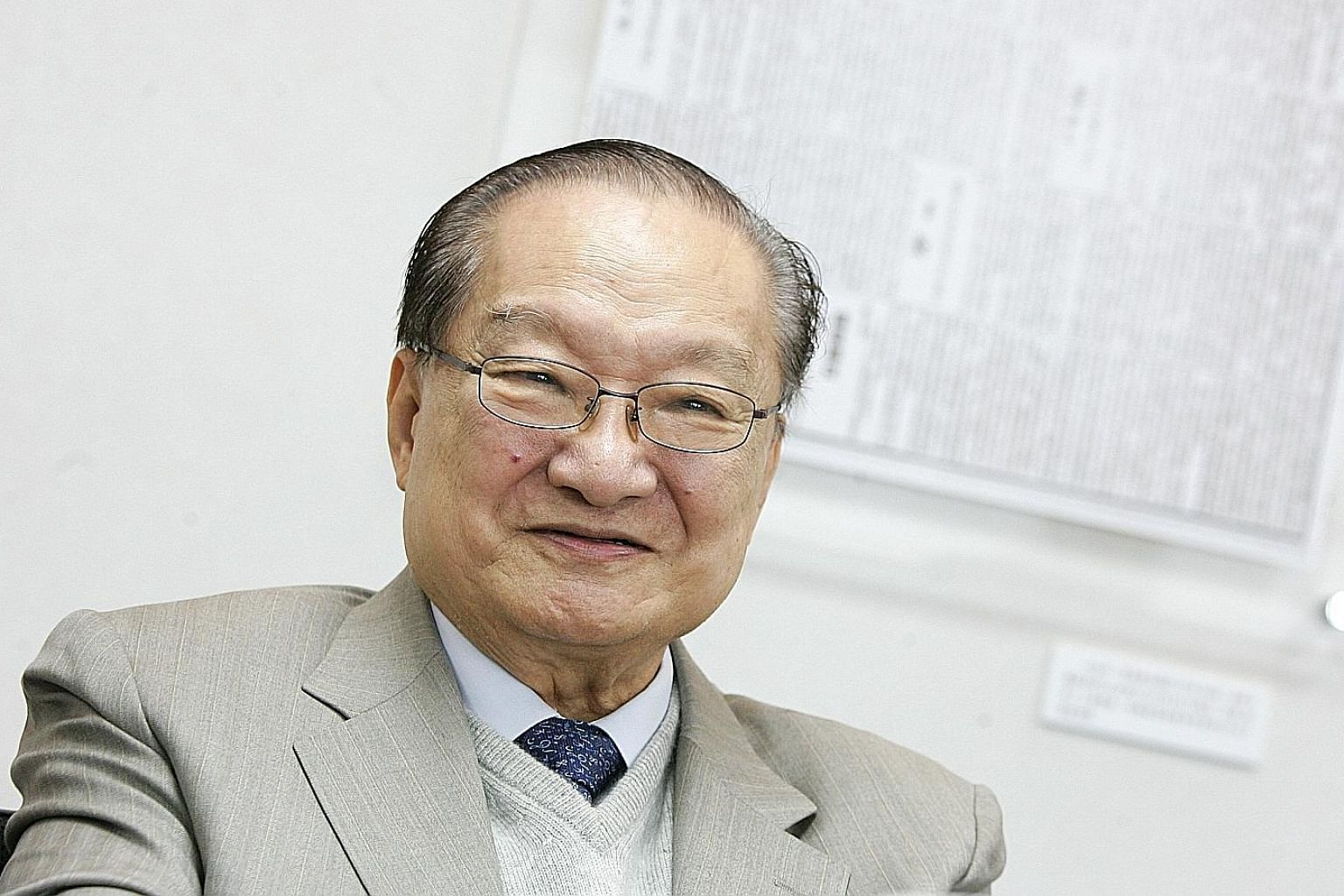 In Louis Cha's most prolific years at Ming Pao, the newsman and author who went by the pen name Jin Yong was said to be writing editorials with his right hand and daily instalments of wuxia serials with his left.