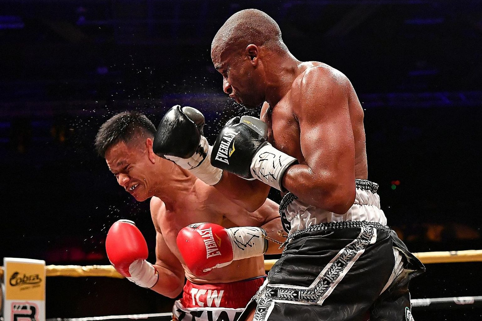 """Paulus Ambunda giving Muhamad Ridhwan a rough time during his split-decision win to take the IBO super bantamweight world title in September. The Singaporean is eager for another shot at the Namibian as """"there's no point fighting easy opponents to ge"""