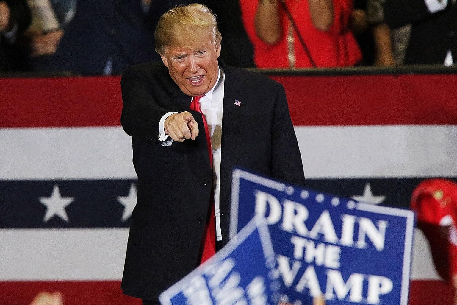 Polls ahead of the US midterm elections suggest the Democrats will win a majority in the House of Representatives but President Donald Trump's Republican Party will retain control of the Senate.