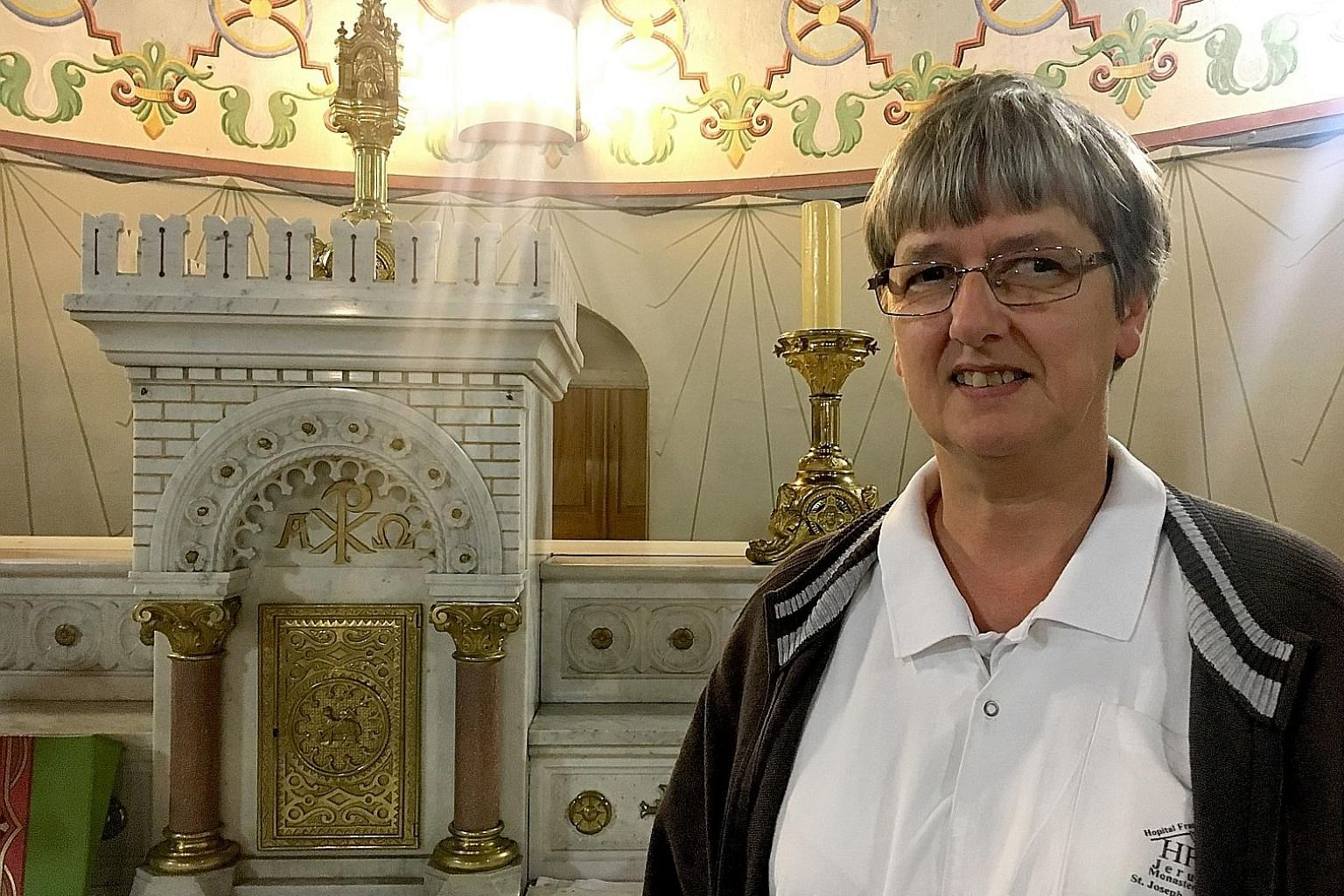 Sister Monika Dullmann says there are no tensions between Muslims and Jews at the Jerusalem hospice where she works. Palestinians from Ramallah work together with Israeli settlers, ultra-Orthodox Shoah survivors are cared for by German volunteers.