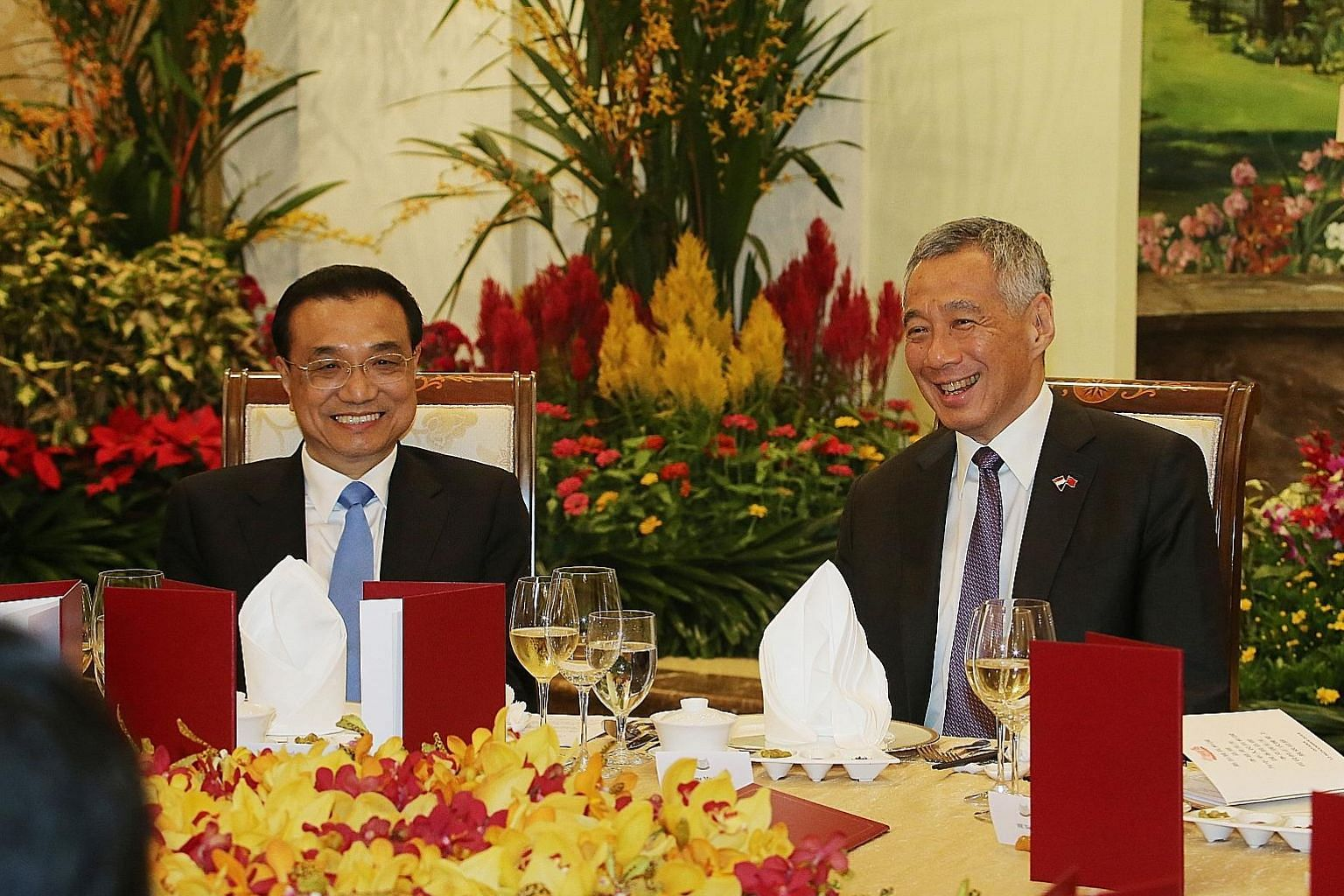Prime Minister Lee Hsien Loong hosting Chinese Premier Li Keqiang to dinner last night. The upgraded free trade agreement will give Singapore firms stronger protection for investments. PM Lee welcoming Premier Li at the Istana yesterday during the Ch