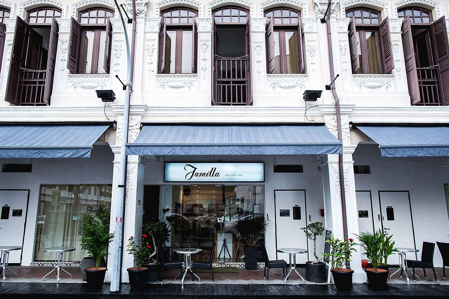 The three shophouses at 8, 10 and 12 Aliwal Street, now leased out to a boutique inn, are located 350m from the Nicoll Highway MRT station and 700m from the Bugis MRT Station.