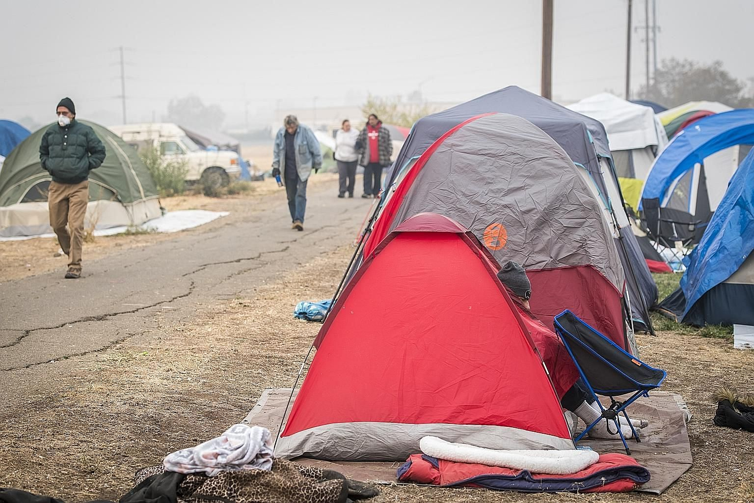 Some of those driven out of their homes by the wildfires in California are living in tents. At least 63 people were killed in and around the town of Paradise by the Camp Fire that erupted a week ago in the Sierra foothills 280km north of San Francisc