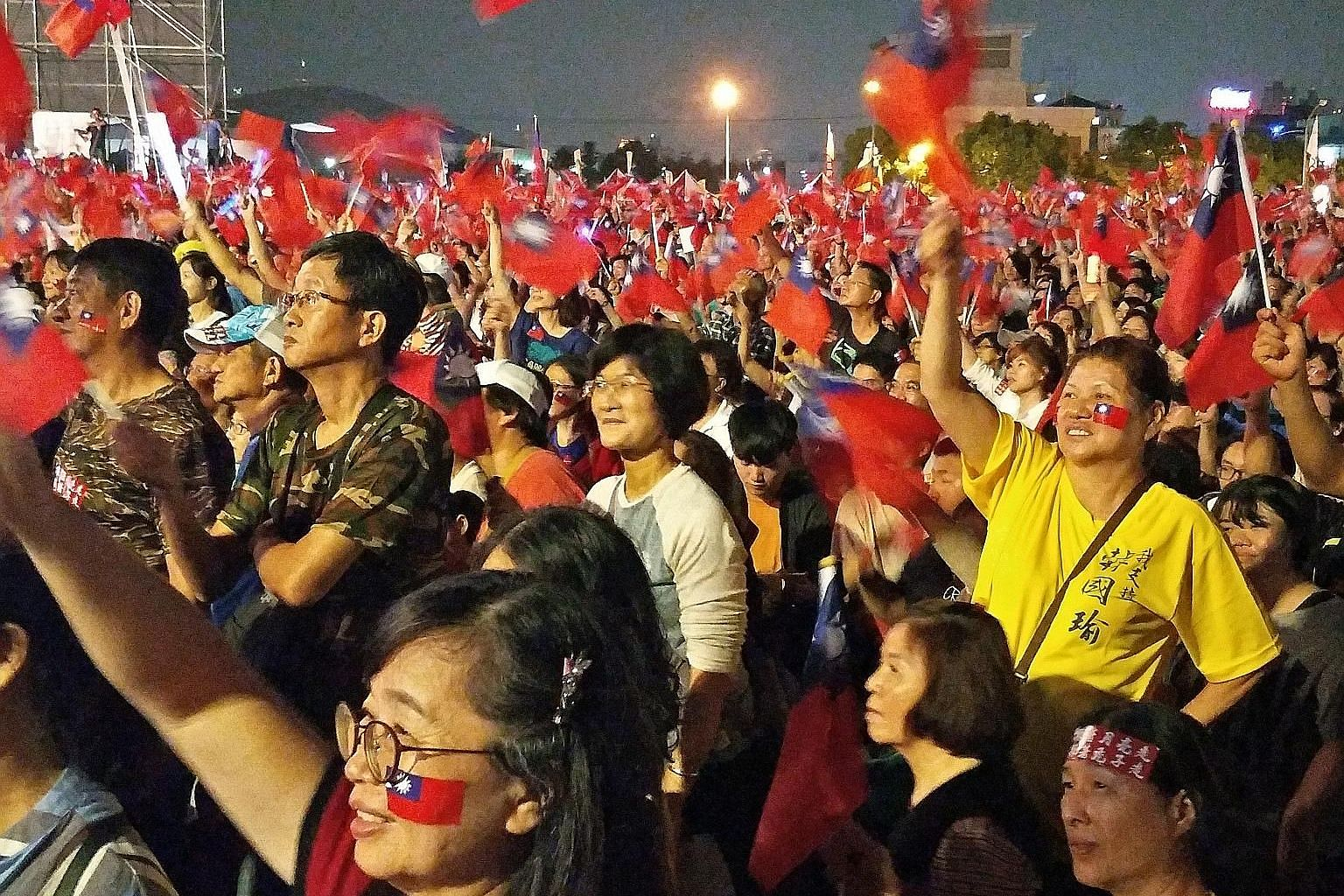 """An estimated 120,000 supporters of Taiwan's latest political star, Mr Han Kuo-yu, waving the island's blue-and-red flags in a campaign rally last night. The crowd blew horns and shouted """"dong suan! dong suan! (elected, elected!)"""" as Mr Han, a 61-year"""