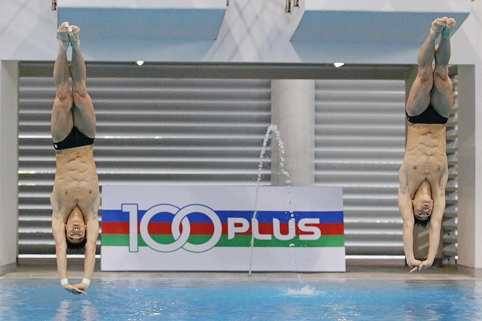 Twins Mark and Timothy Lee scored 362.31 points in winning the synchronised 3m springboard gold at the Singapore leg of the Fina Diving Grand Prix at the OCBC Aquatic Centre yesterday.