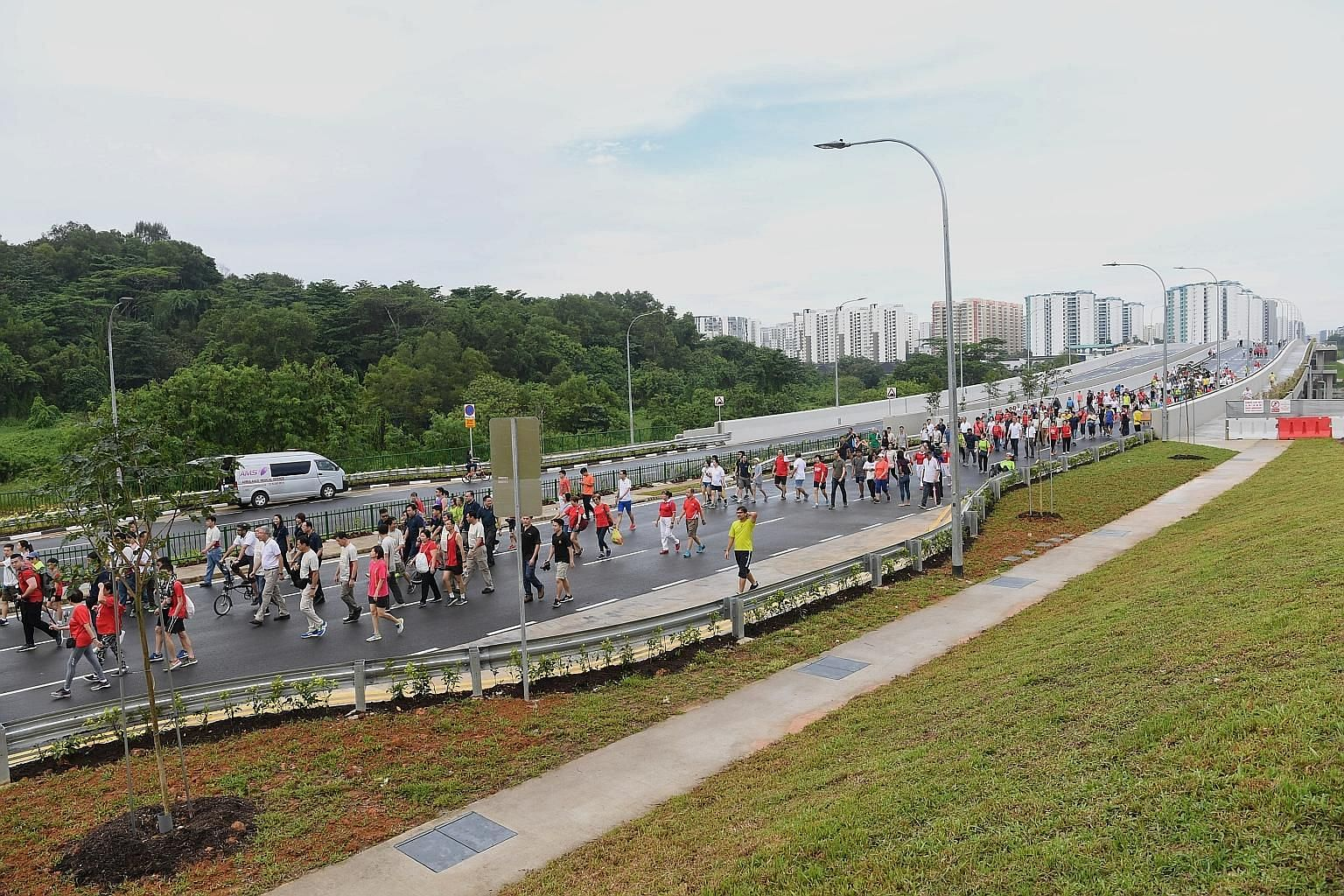 More than 400 Punggol residents turned up for the opening of a new link road connecting Punggol Central to Kallang-Paya Lebar Expressway and Tampines Expressway yesterday. They took part in a brisk walk along the new road, which is expected to ease c