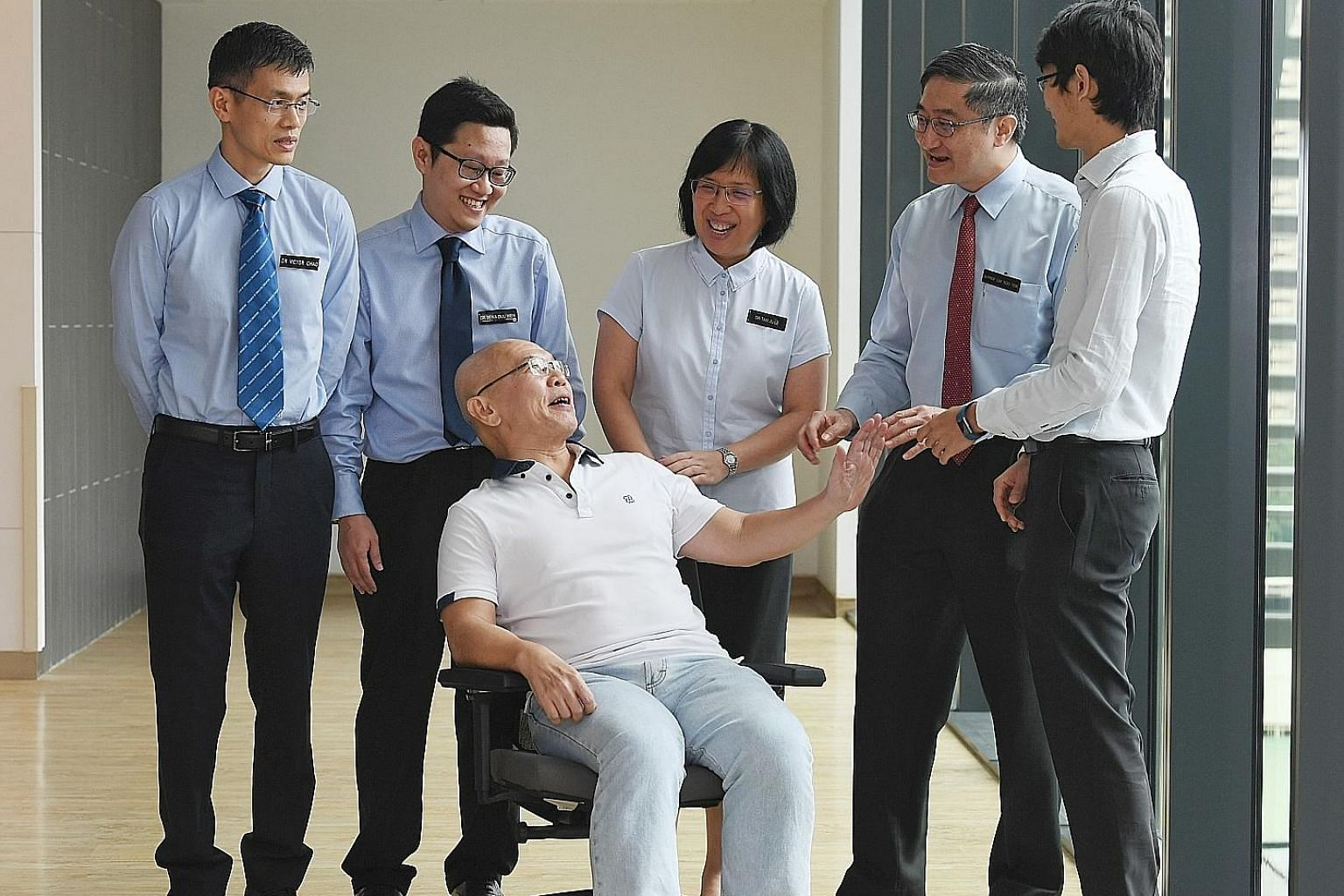 Mr Ong Chee Fatt with the team of doctors involved in his treatment and procedures (from left) Asst Professor Victor Chao, senior consultant, Department of Cardiothoracic Surgery (NHCS); Dr Sewa Duu Wen, consultant, Department of Respiratory & Critic