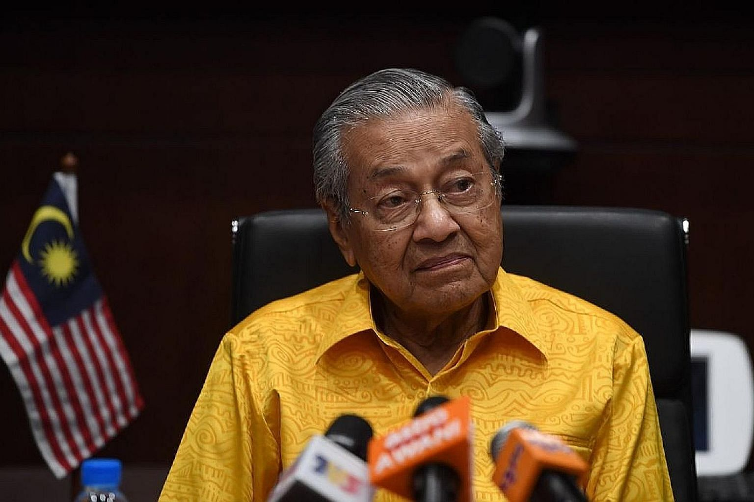 """Malaysian Prime Minister Mahathir Mohamad said yesterday that """"the important thing is that Singapore agrees to a negotiation - until we finish negotiation we cannot give a final answer""""."""