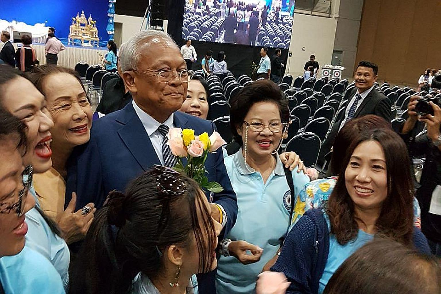 Supporters surrounding former deputy prime minister Suthep Thaugsuban at an intra-party voting centre yesterday. He promised not to rejoin politics after leading the 2014 street protests.