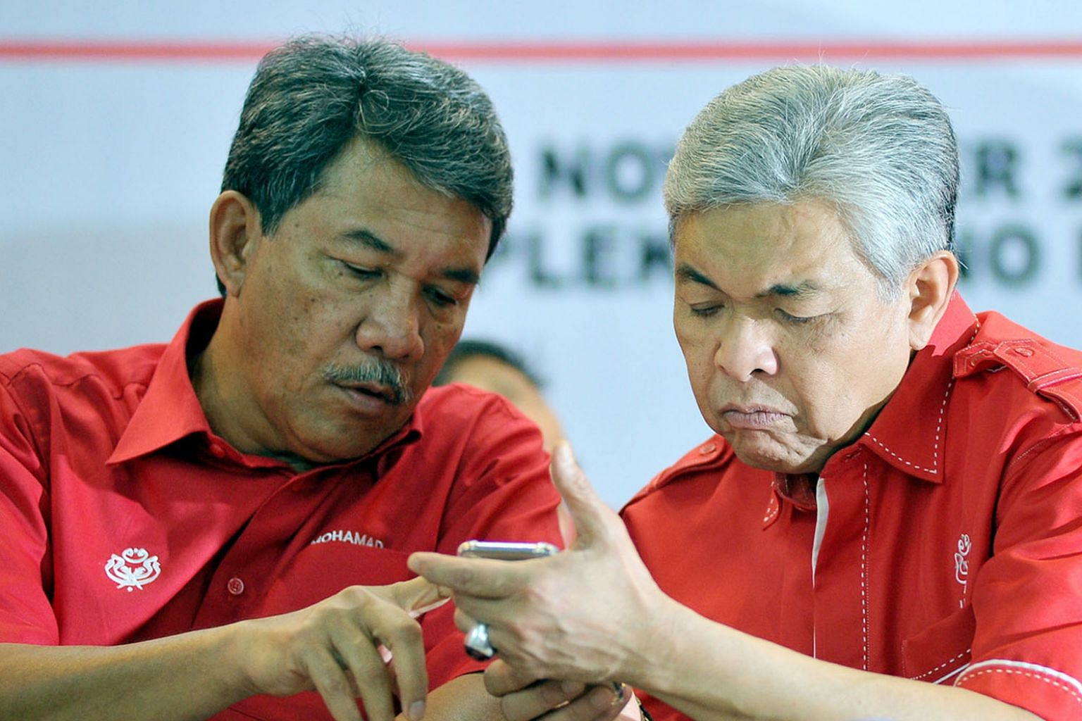 Datuk Seri Mohamad Hasan (left) and Umno president Ahmad Zahid Hamidi (right) at a party meeting in Selangor last month.