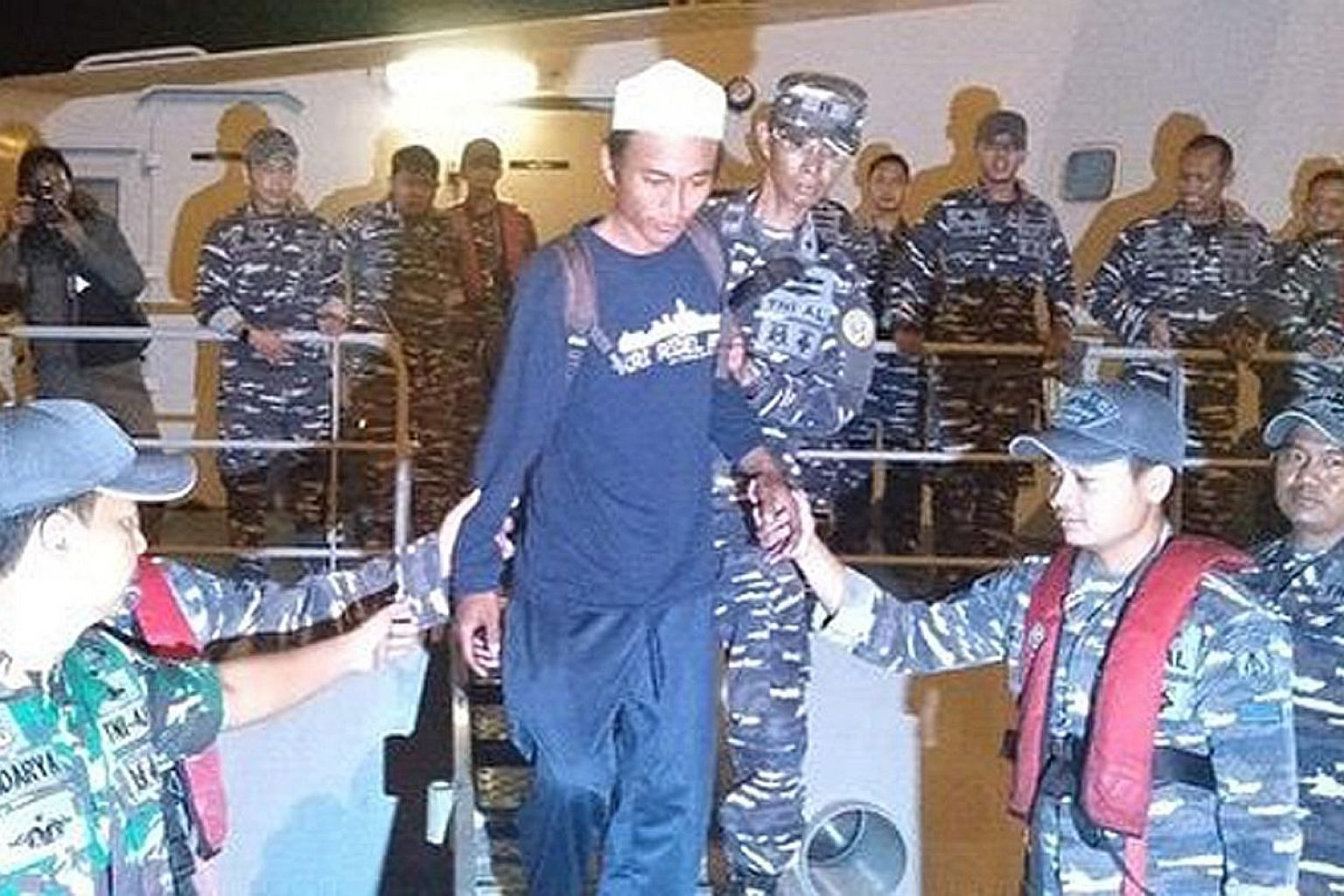 Fisherman Ari Agus Arman Harianto, whose boat was crushed in the Sunda Strait tsunami, was rescued from an island near Anak Krakatau by Indonesian navy officers on Sunday.