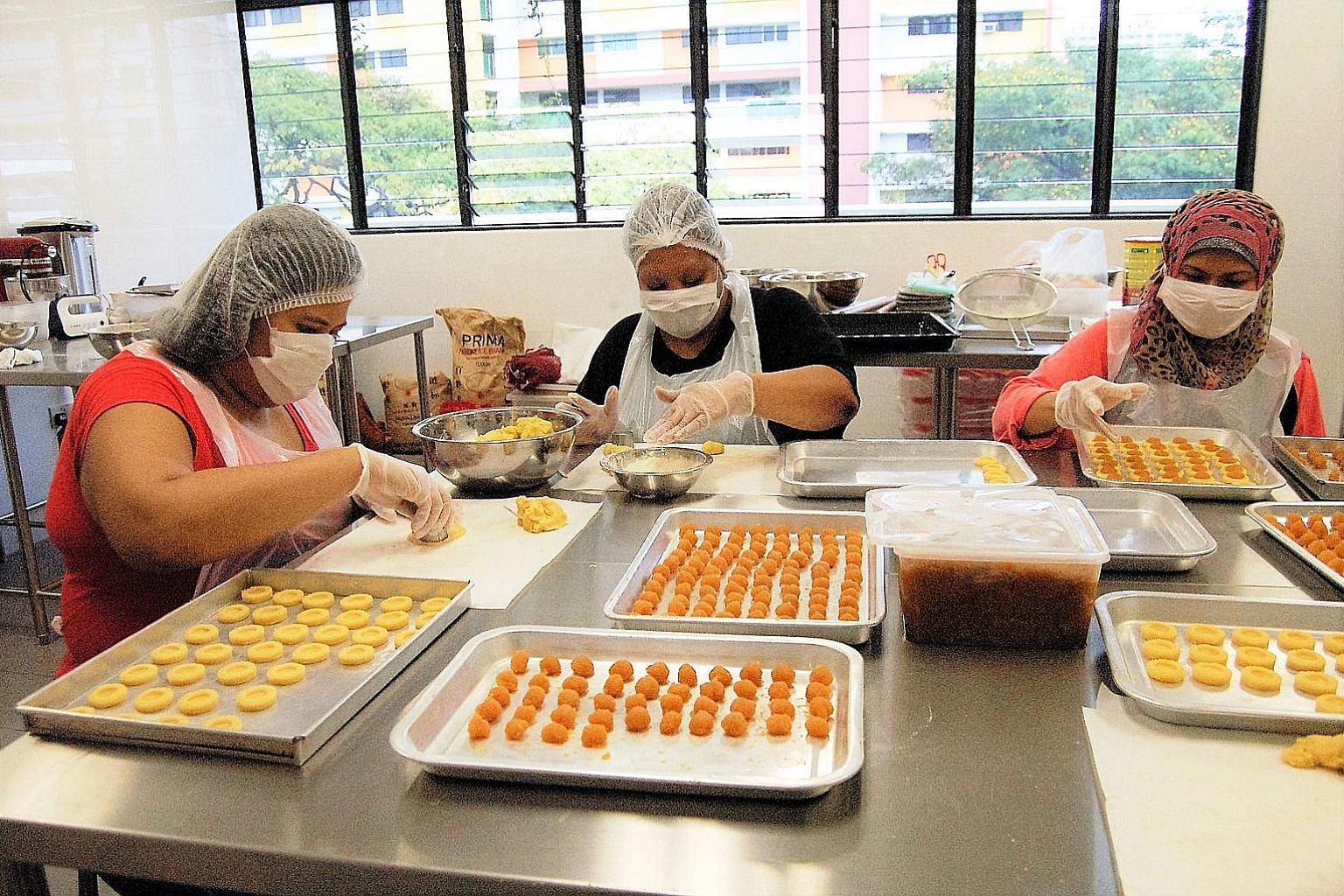 To help low-income families earn some income, Beyond Social Services, through its seasonal festive baking projects, secures orders from corporations for cookies as gifts during festive periods. To handle the large orders, it cooperates with Caritas S