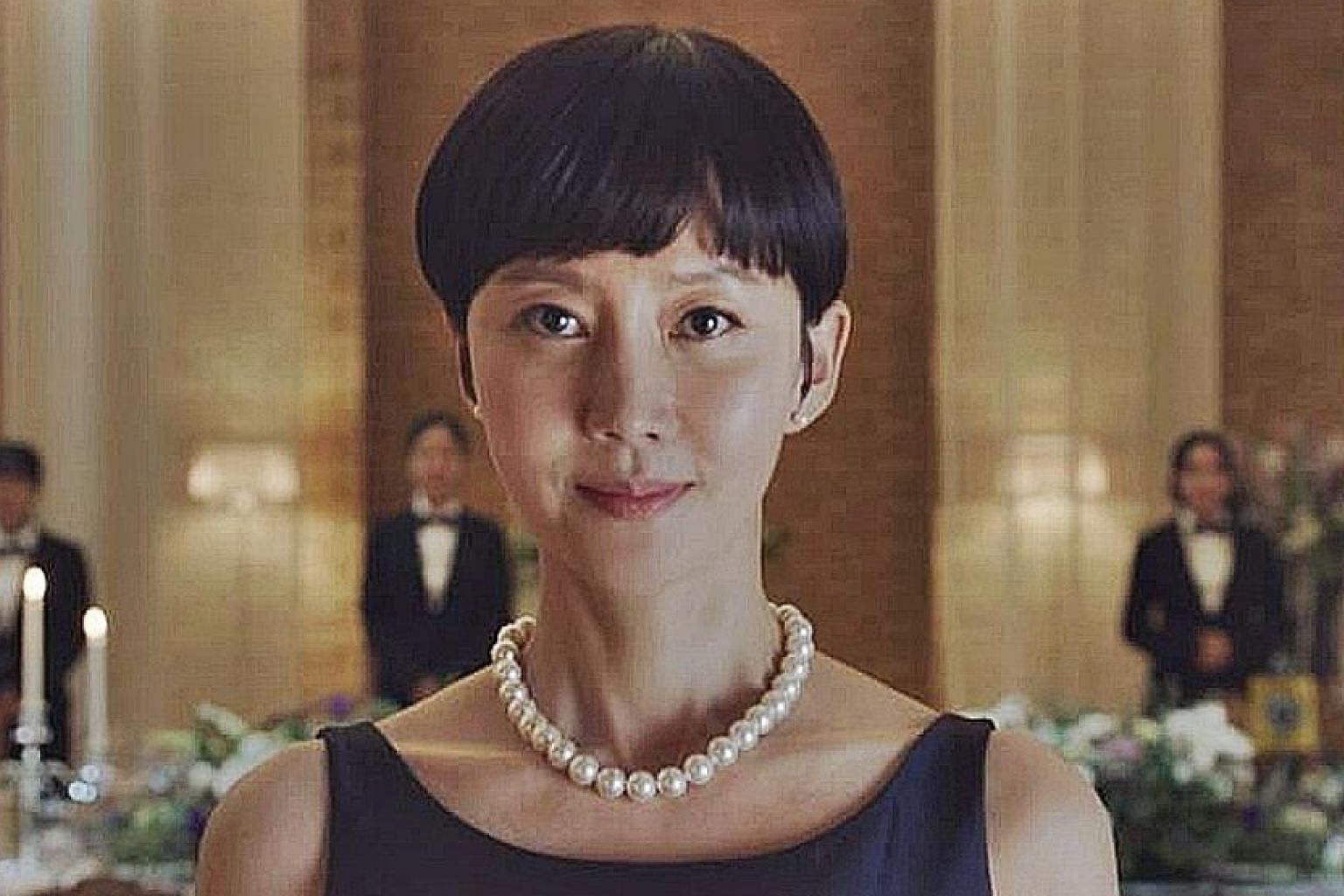Yum Jung-ah plays a rich housewife with a competitive streak.