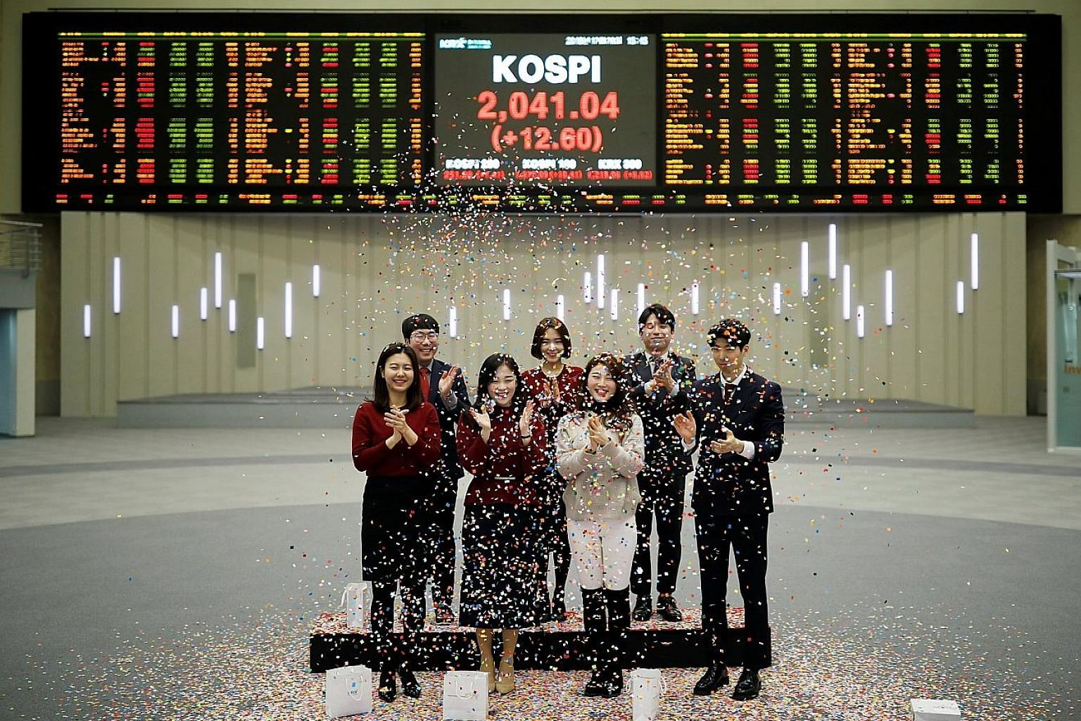 Korea Exchange staff at a closing event of the 2018 stock market in Seoul on Dec 28. The end of 2018 saw global markets roiled by volatility, caused by rising interest rates and US-China trade tensions, among other things.