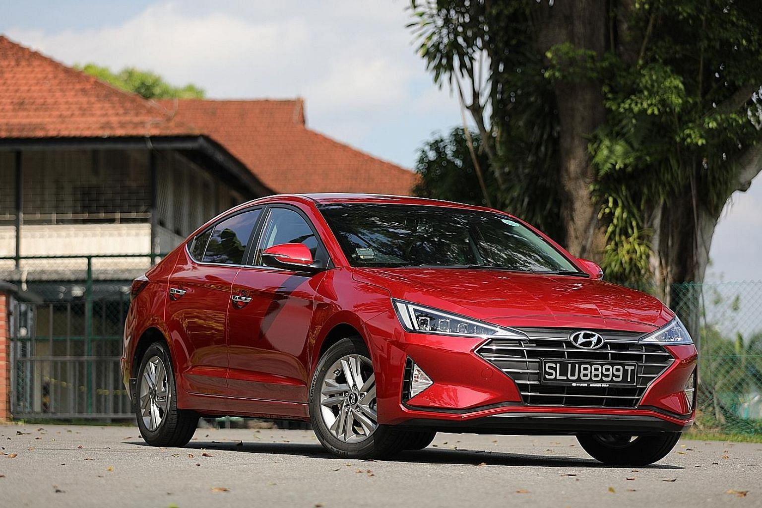 Besides an infotainment touchscreen that has Apple and Android interfaces, Hyundai's Avante sports a sharp look, with features such as slim all-LED headlights.
