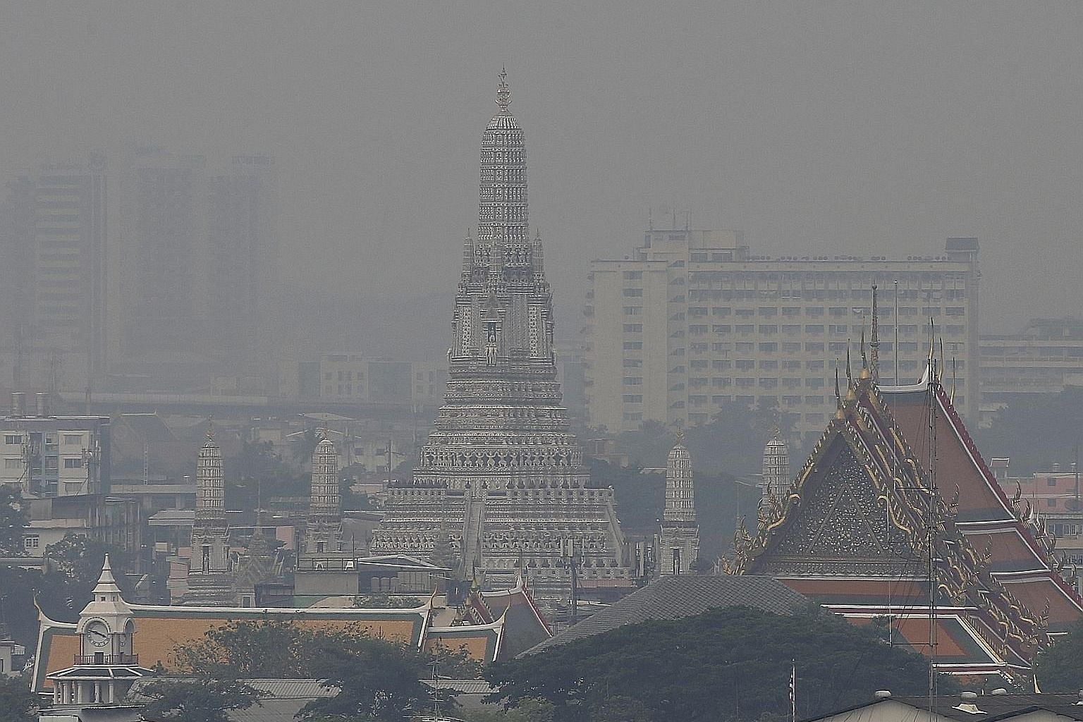 The Air Quality Index in Bangkok remained in the unhealthy range yesterday despite the deployment of water cannon to combat air pollution.