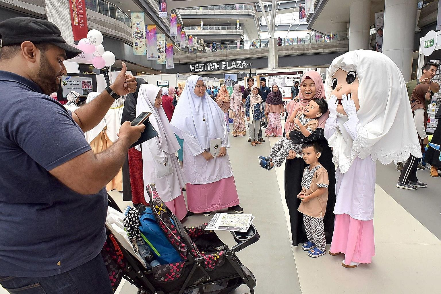 As part of its 50th anniversary celebrations, Muis held the Salam Singapore festival at Our Tampines Hub last September to express its appreciation to those who have contributed to the Muslim community and the Republic. Muis acts as the privileged in