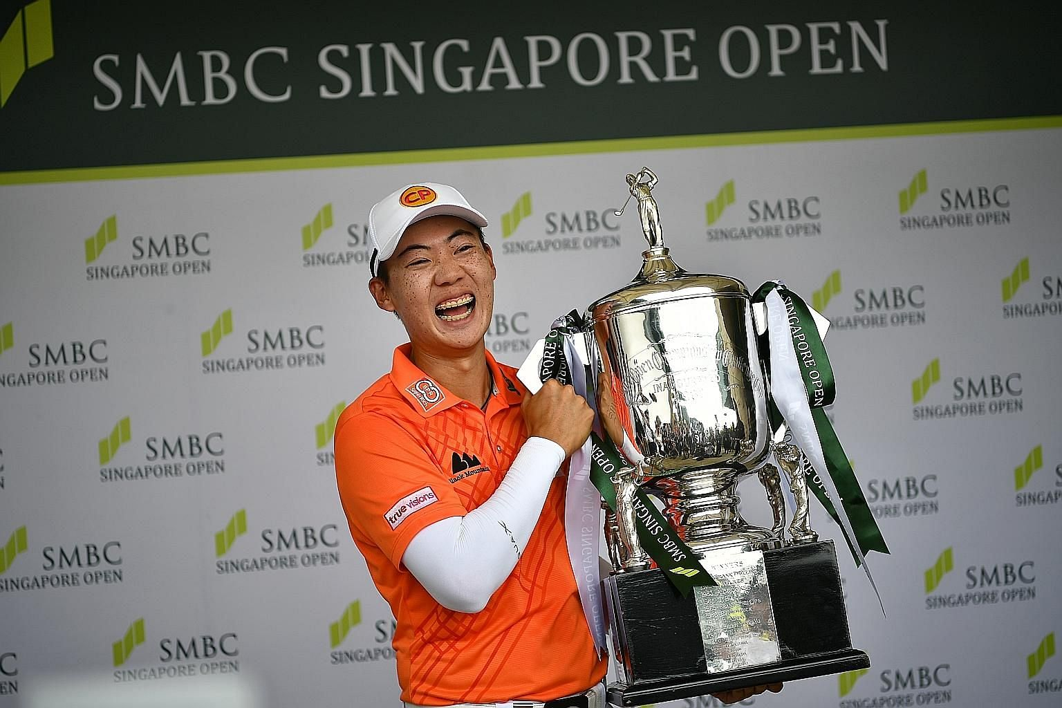 Jazz Janewattananond posing with the SMBC Singapore Open trophy yesterday. The 23-year-old Thai's 18-under 266 total was the lowest winning score at Sentosa Golf Club's Serapong Course, surpassing the 17-under 267 set by three-time Singapore Open win