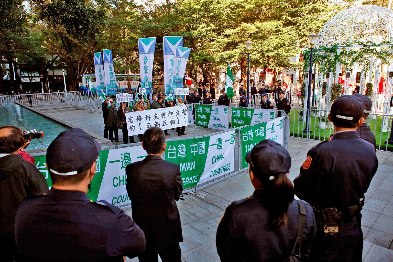Pro-independence protesters outside the Taipei-Shanghai Twin-City Forum in Taipei last month. Over the past decade, with mainland Chinese tourists travelling in droves to Taiwan and more Taiwanese moving to China to work and study, Taiwanese views on