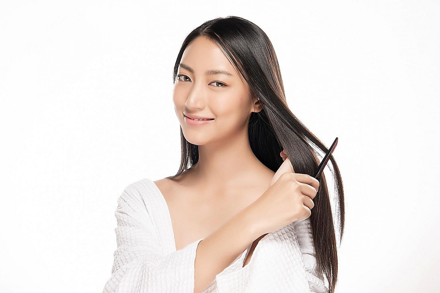 EstheClinic offers a low-level laser therapy that is said to aid cell renewal in the hair follicles. Hair is not called crowning glory for nothing.