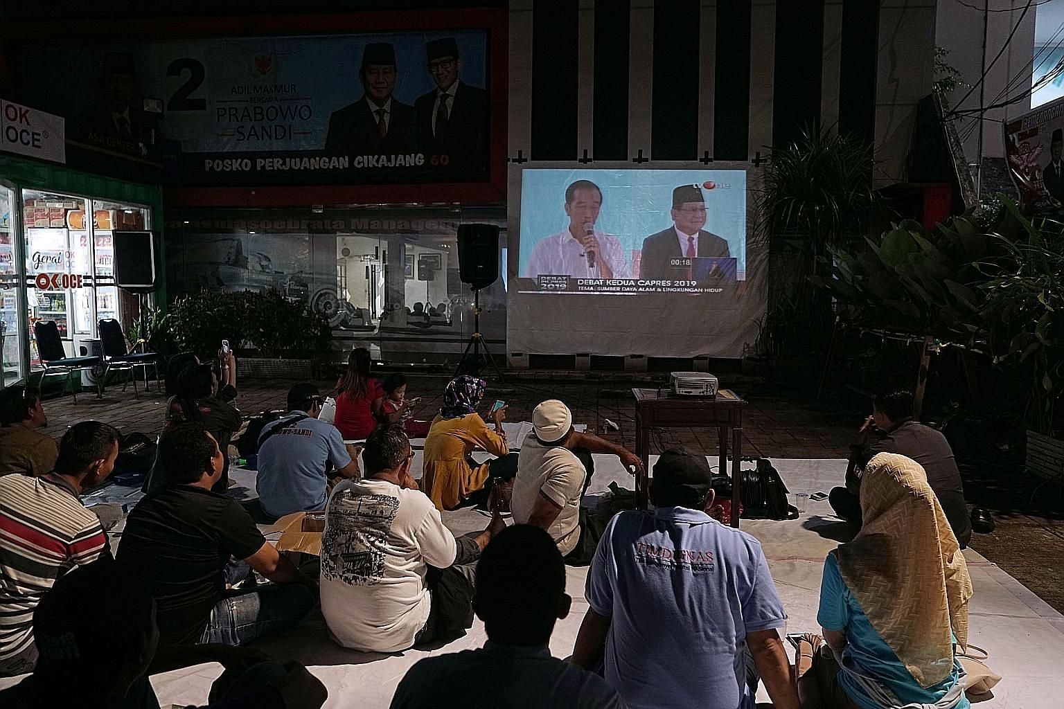 Indonesians watching the second presidential debate in Jakarta on Sunday. Indonesian President Joko Widodo and challenger Prabowo Subianto went head to head on issues ranging from the economy to the environment.