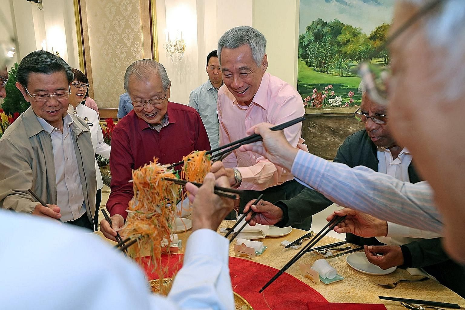 Prime Minister Lee Hsien Loong tossing yusheng with (from far left) former deputy prime minister Wong Kan Seng, first-generation leader Ong Pang Boon and former Cabinet minister S. Dhanabalan at the Istana on Tuesday. PM Lee was hosting several gener