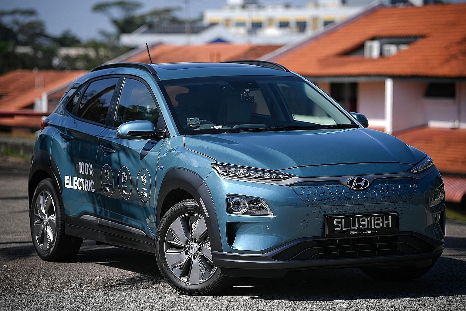 The Hyundai Kona Electric looks more chic than the engine-powered Kona, with its grille-less front, special wheels and two-tone paintwork.
