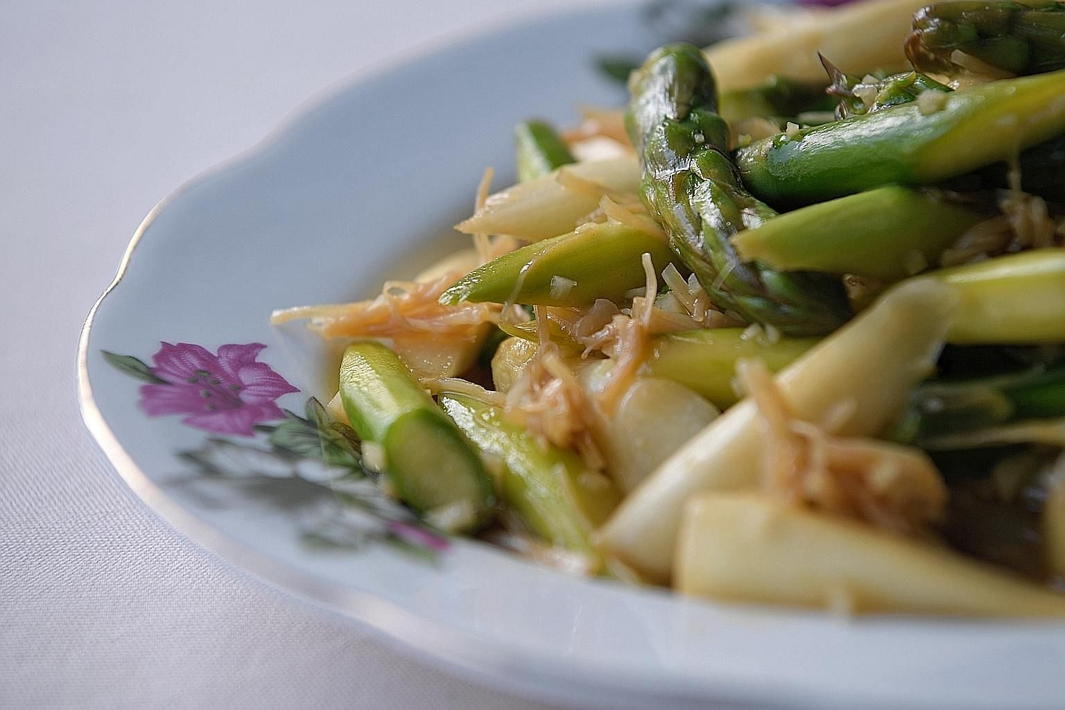 Adding lemon juice to the asparagus cuts the richness of the oyster sauce.