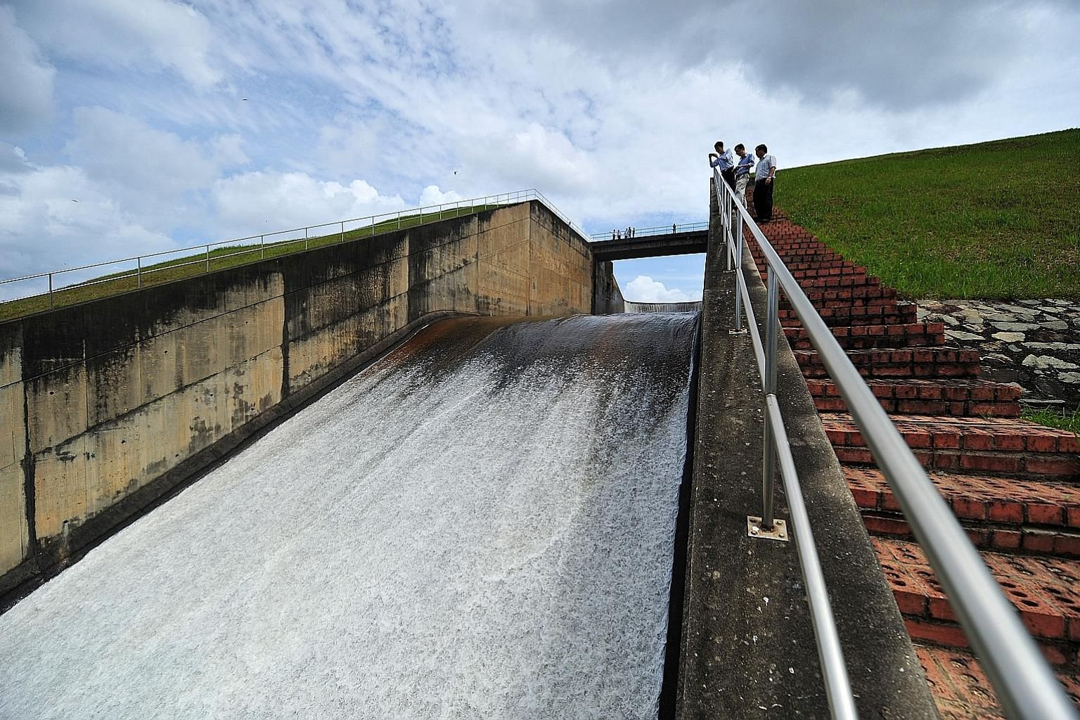 The Linggiu Reservoir in Johor. Under the 1962 Water Agreement between Malaysia and Singapore, the Republic is entitled to draw up to 250 million gallons a day of raw water from the Johor River, at three sen per 1,000 gallons. The agreement expires i