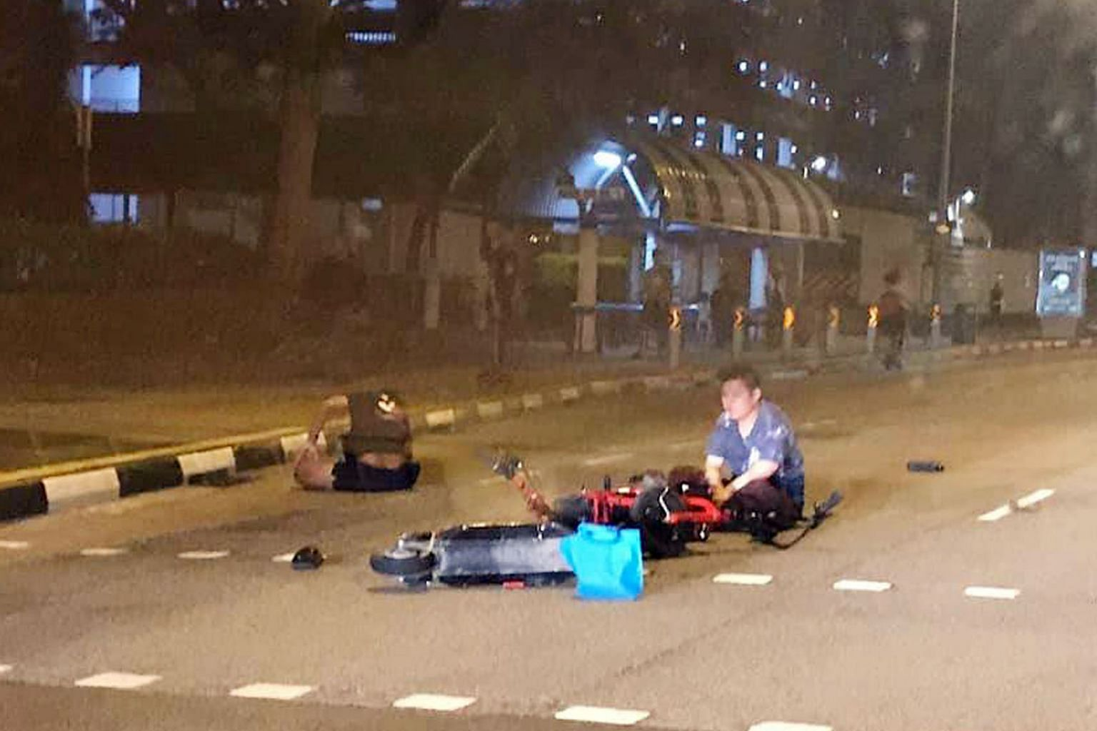 A personal mobility device (PMD) rider was injured after colliding with an electric scooter on Saturday evening. Footage of the incident shows the rider (in blue) of the PMD, which looks like an e-bicycle, crossing a road while the traffic light was