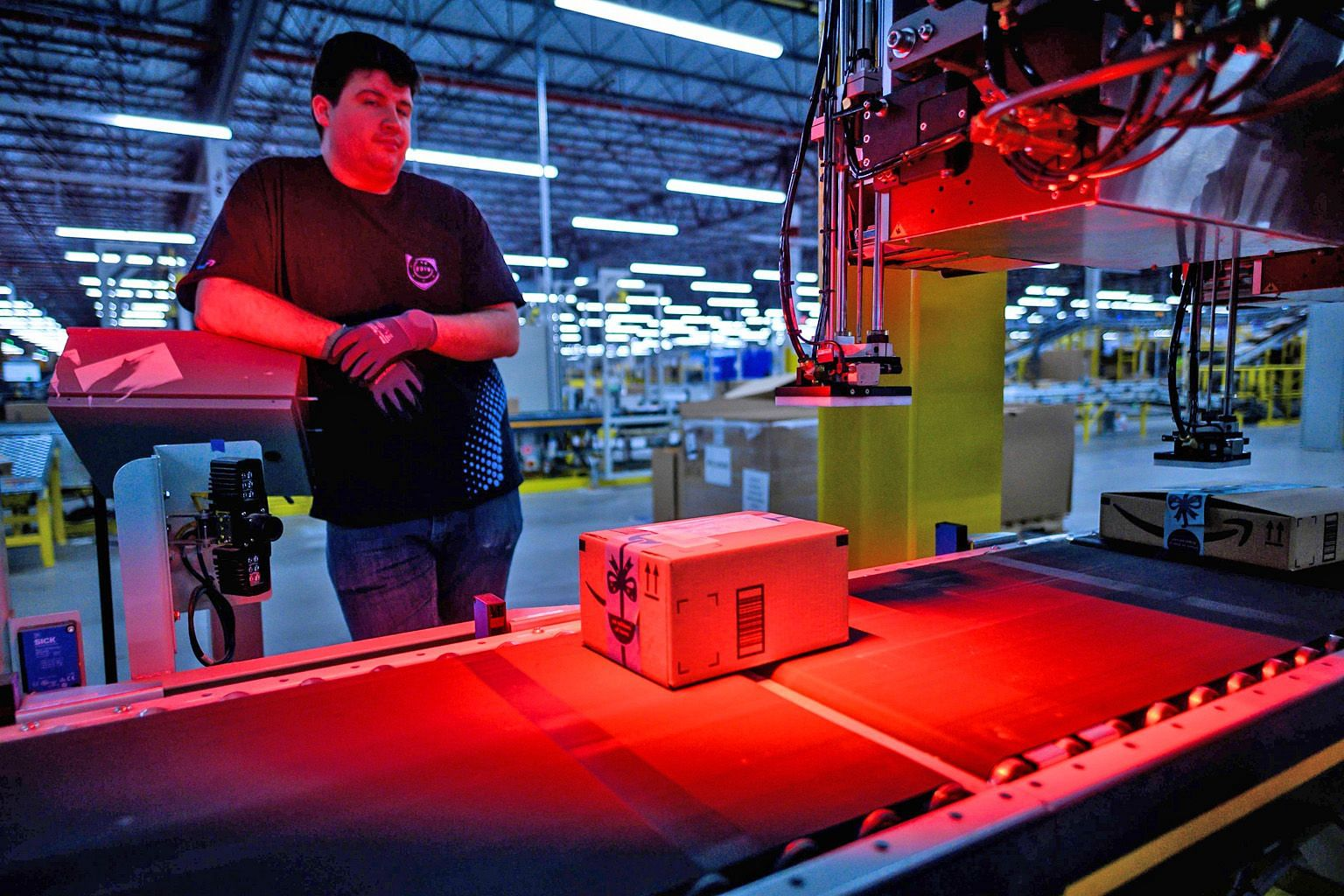 Amazon's fulfilment centre in Staten Island, New York. The writer says his finest moments of customer experience have been in dealing with Amazon staff who are empowered to take significant decisions relating to customer purchases and hence transport
