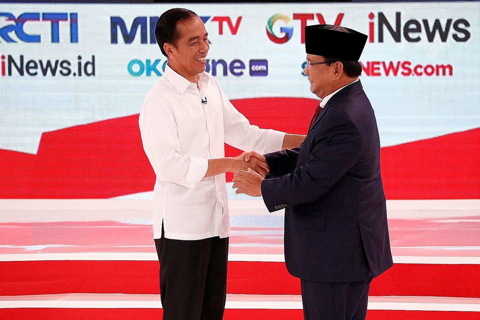 Indonesian President Joko Widodo (left) with challenger Prabowo Subianto at an election debate last month. A new survey shows the electability of Mr Joko's team has dropped to 49.2 per cent, from 52.6 per cent six months ago.