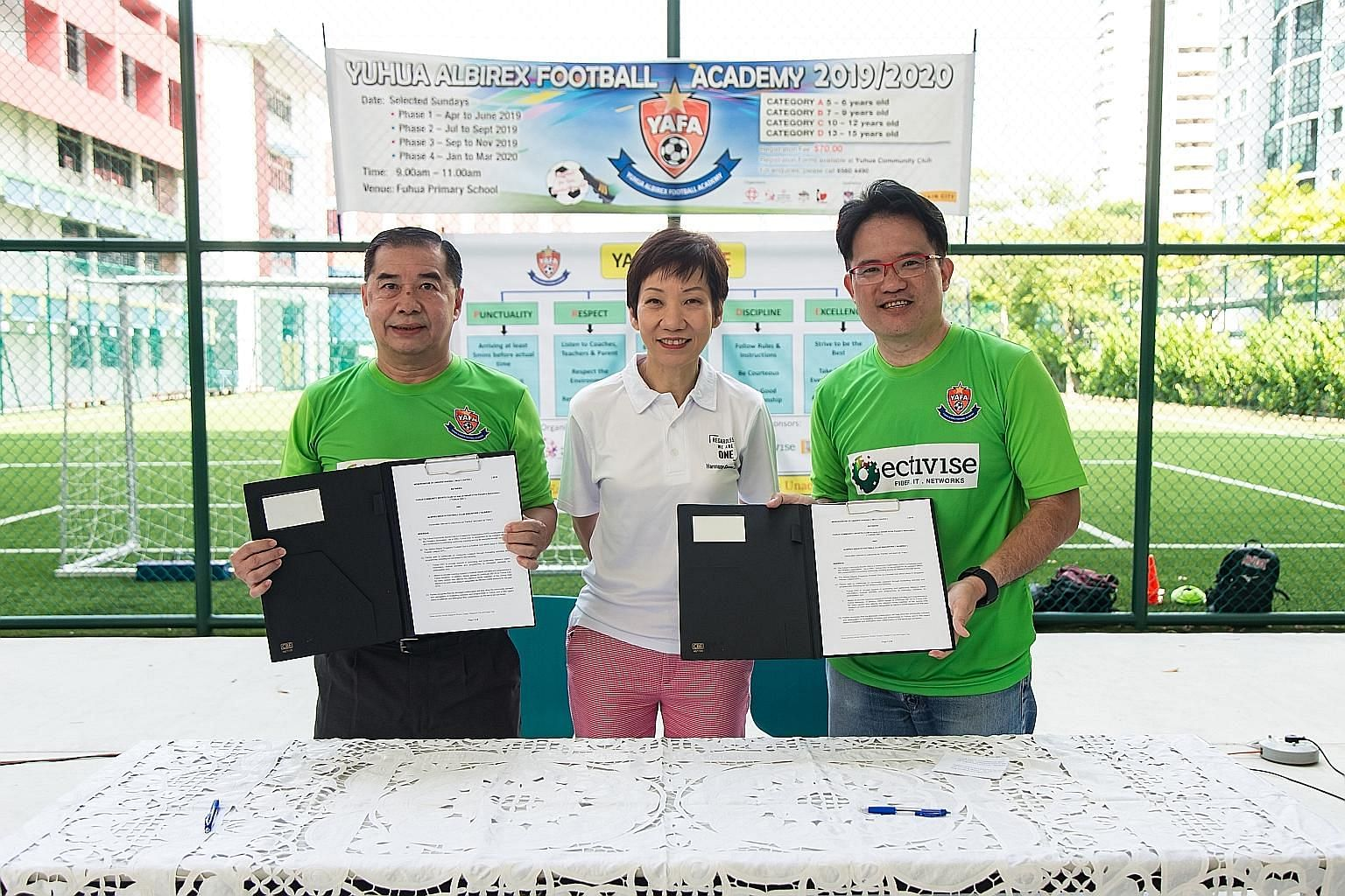 Minister for Culture, Community and Youth and also adviser to Yuhua Grassroots Organisations Grace Fu with Yuhua Community Sports Club (CSC) chairman Lim Chock Sing (left) and Albirex Niigata vice-chairman Koh Mui Tee at a memorandum of understanding