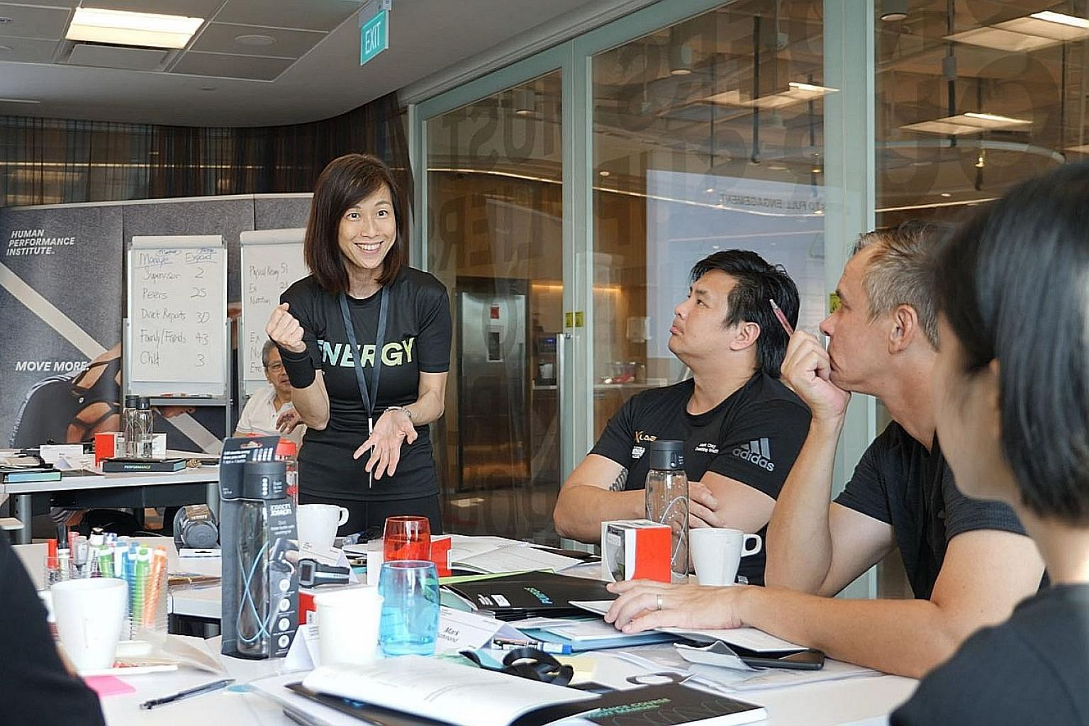 Johnson & Johnson Human Performance Institute trainer Chan Wai Yee guiding participants at the course to identify personal goals.