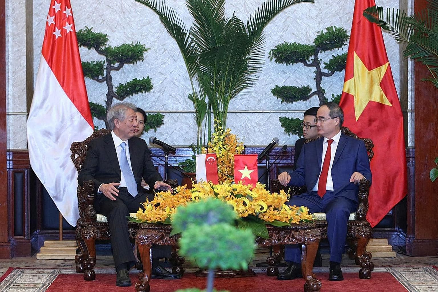 Singapore Deputy Prime Minister and Coordinating Minister for National Security Teo Chee Hean having talks with Ho Chi Minh City party secretary Nguyen Thien Nhan in Vietnam's largest city yesterday.