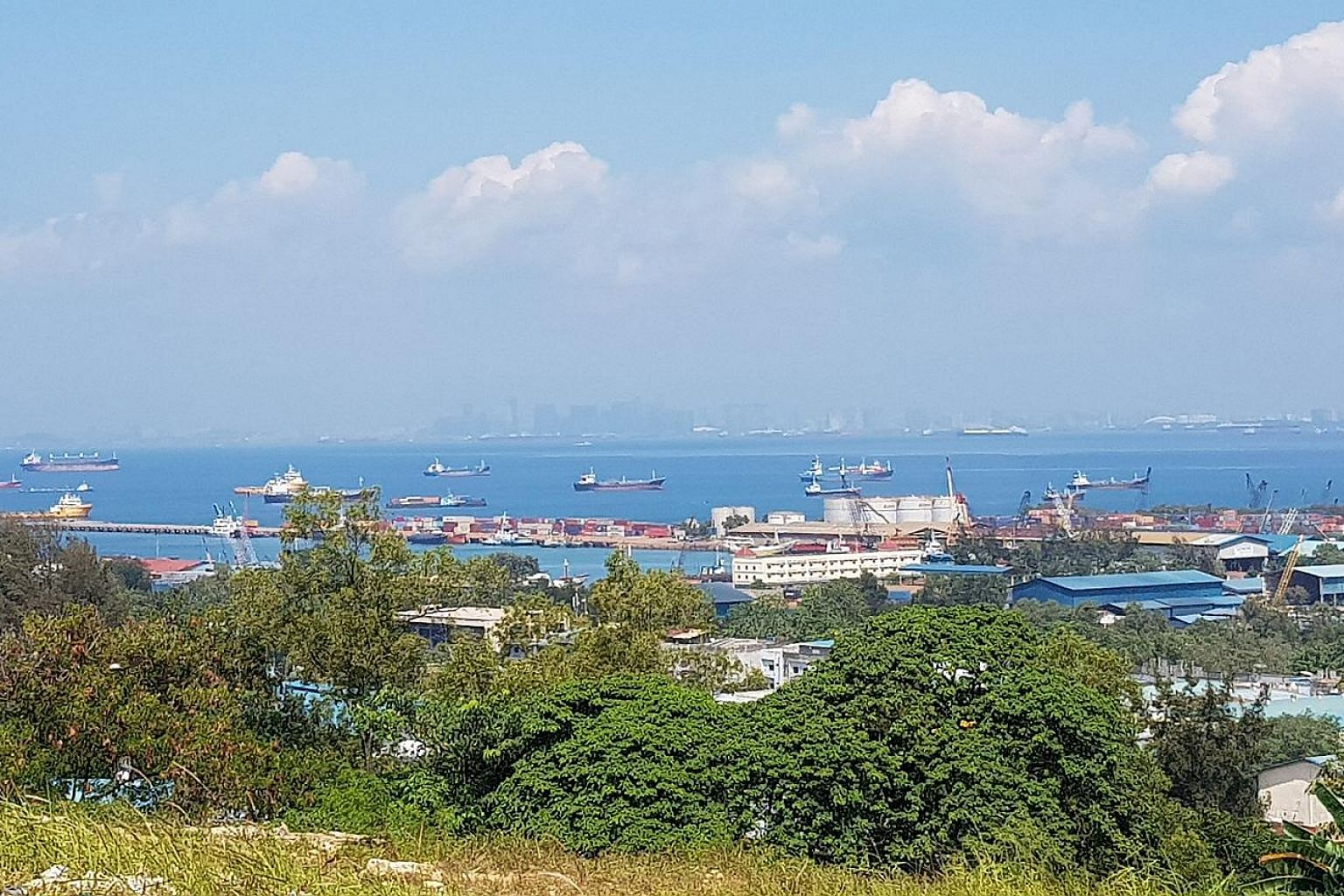 Batu Ampar port, located on the northern tip of Batam and facing the Singapore Strait, will soon take delivery of three new mobile harbour cranes and 12 terminal tractors, paid for with part of the fund injection from state port operator Pelindo I.