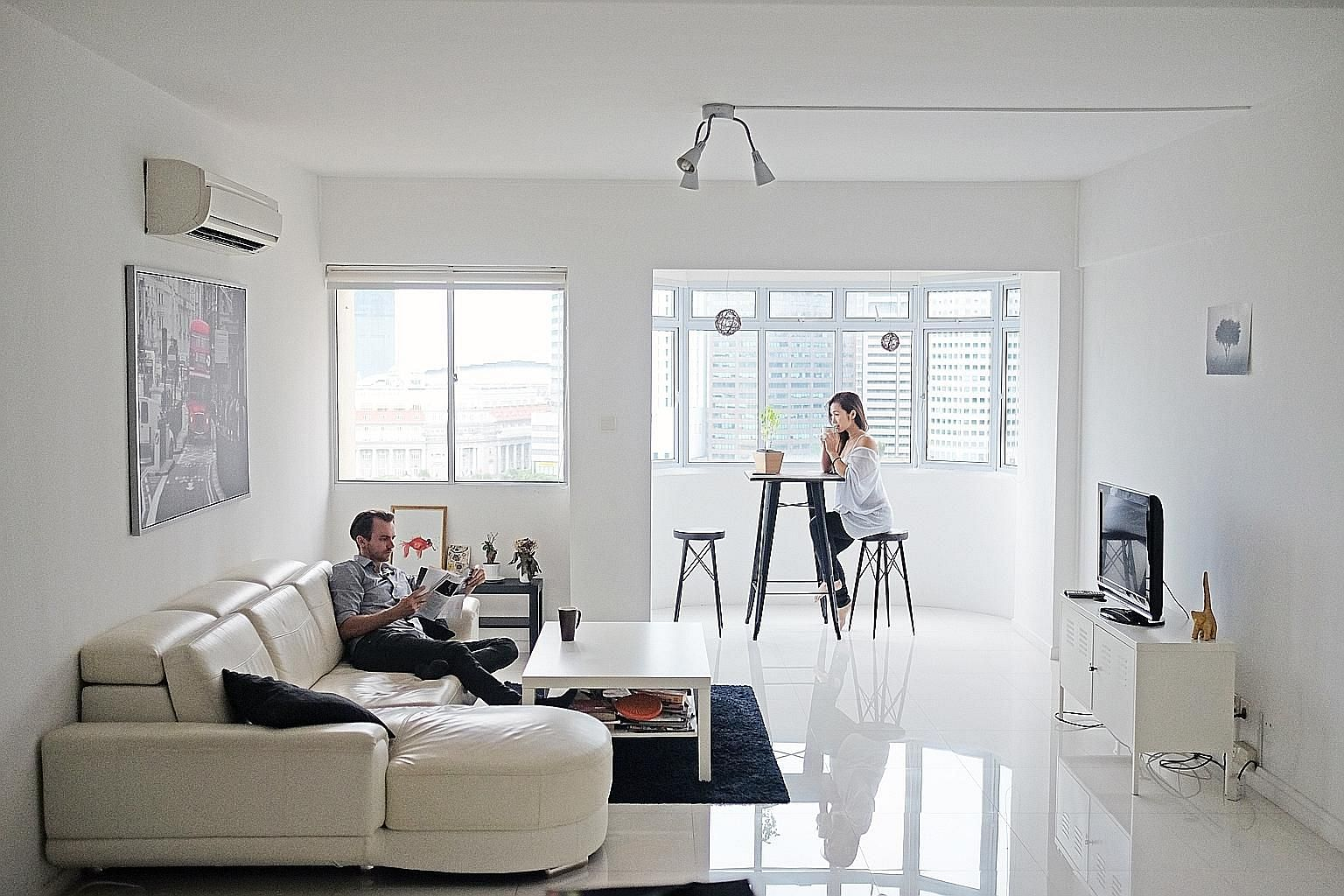Hmlet provides custom-designed rooms and apartments with monthly rolling contracts, as well as offerings such as cleaning, laundry services and professional workshops. The co-living company also uses its proprietary technology to match flatmates.