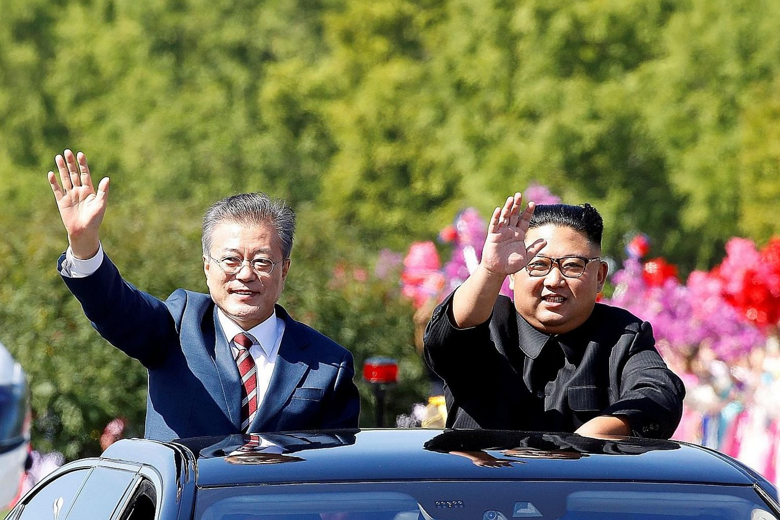 South Korean President Moon Jae-in (left) with North Korean leader Kim Jong Un in Pyongyang last September. Mr Moon reportedly plans to send a special envoy to Pyongyang in the near future to lay the groundwork for a fourth round of cross-border talk