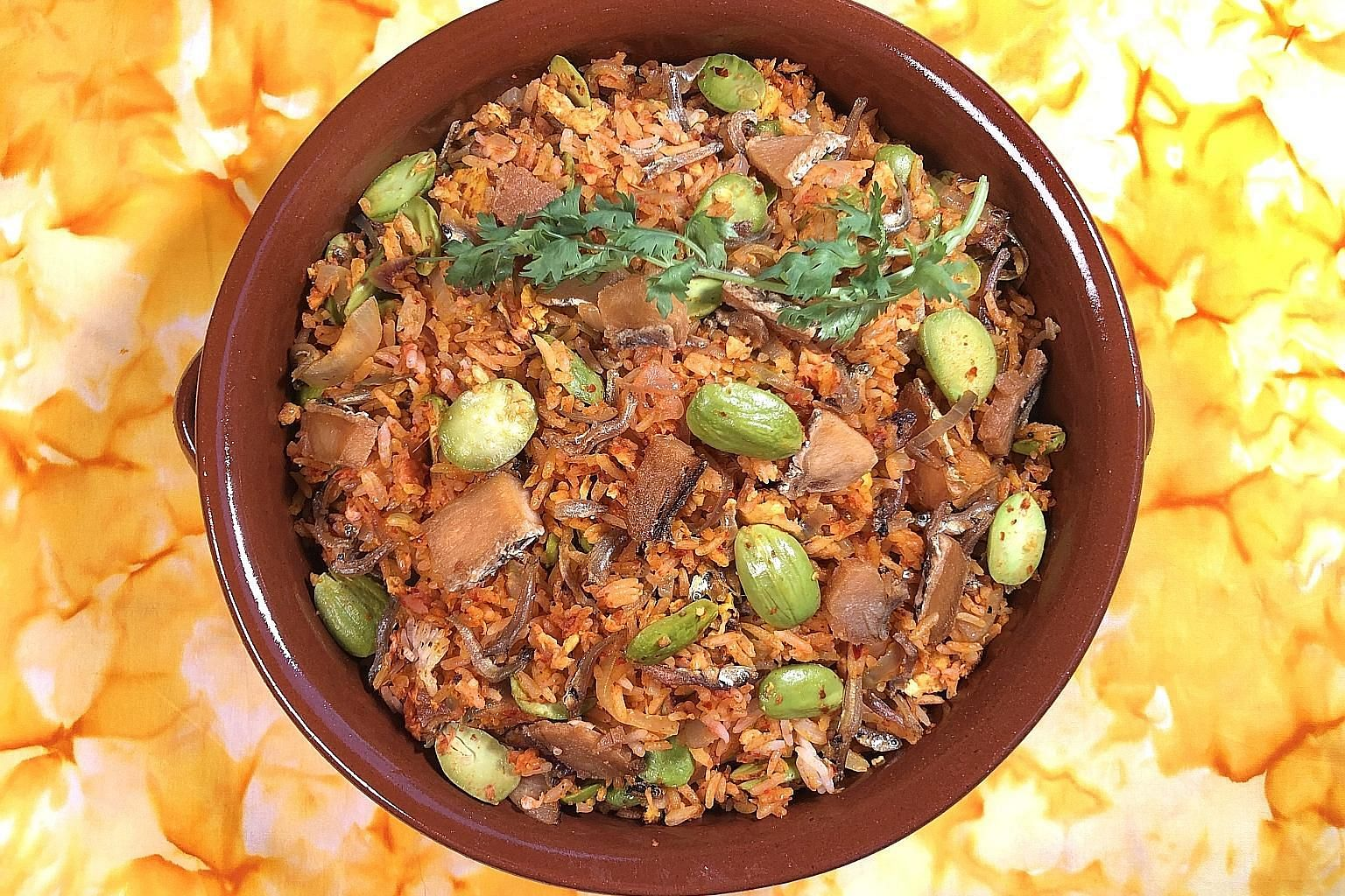 When cooking petai and salted fish fried rice, you can blanch the petai beans if you like them to be more tender.