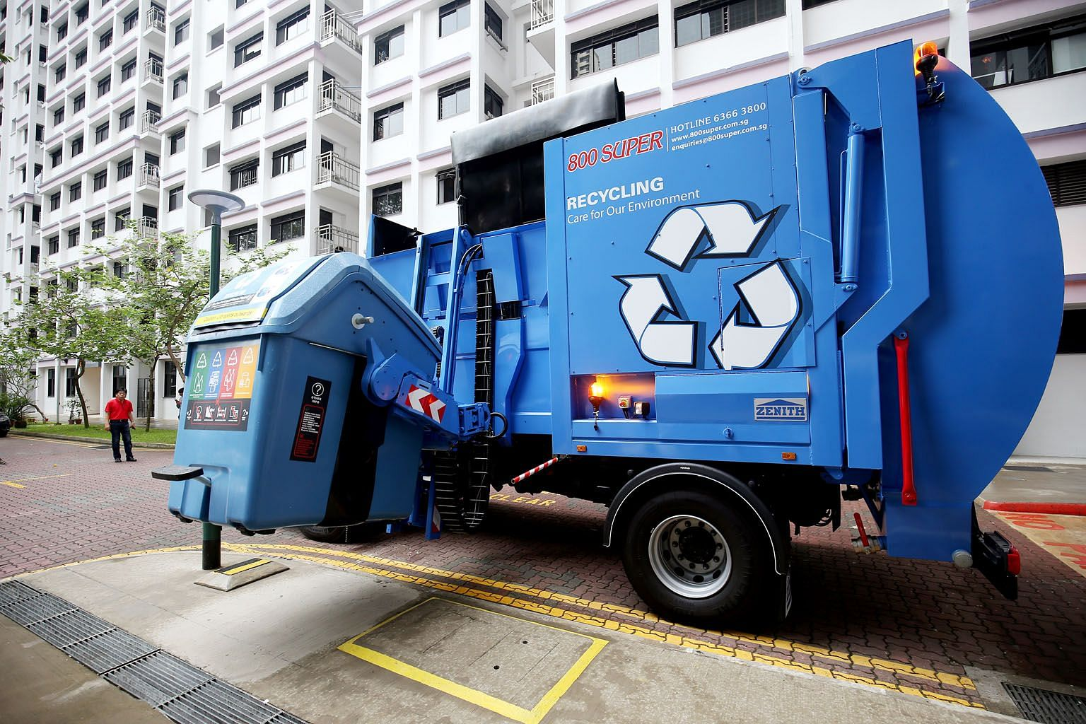 Rubbish collection firm 800 Super is 77.6 per cent controlled by the Lee family. The Lees are offering 90 cents in cash for each 800 Super share, a deal that values the company at $161 million.