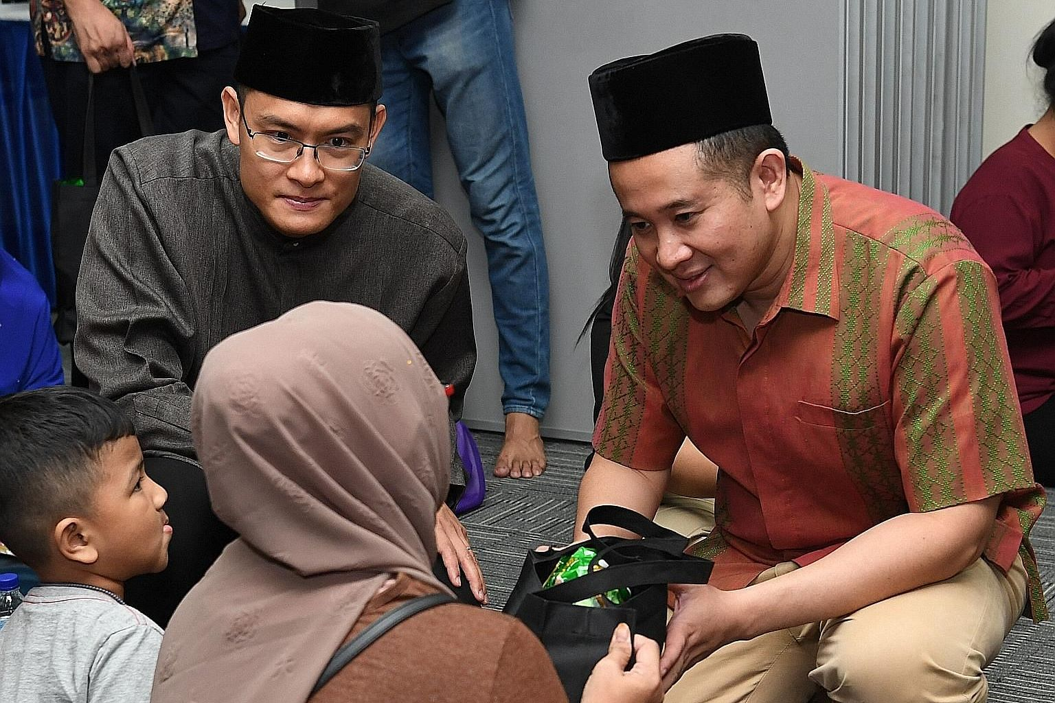 Senior Parliamentary Secretary Amrin Amin (right) and Muis chief executive Esa Masood at the fast-breaking event at En-Naeem Mosque.