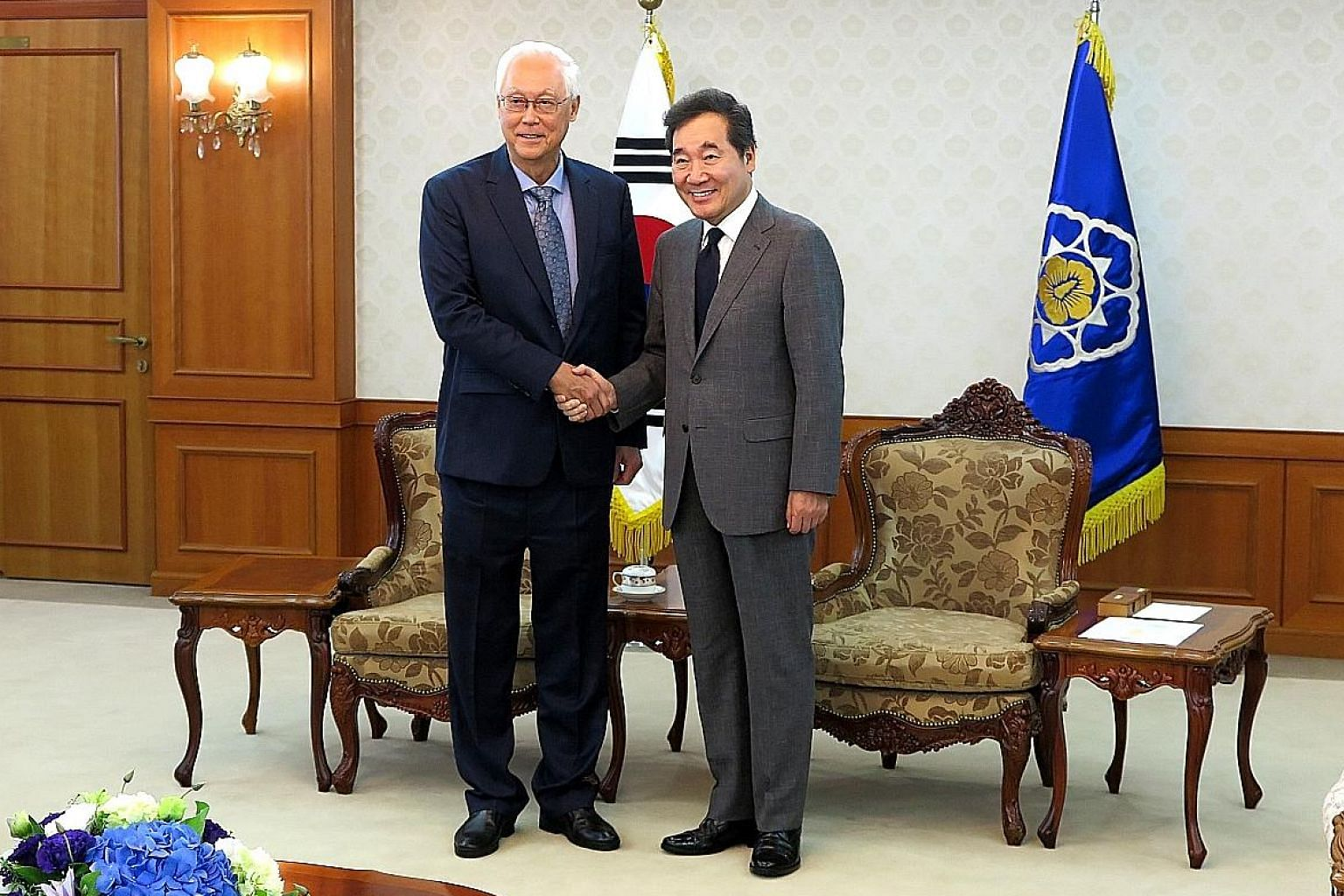 ESM Goh Chok Tong calling on South Korea's Prime Minister Lee Nak-yon yesterday. Mr Goh also spoke at the 10th Asian Leadership Conference in Seoul. PHOTO: MINISTRY OF FOREIGN AFFAIRS