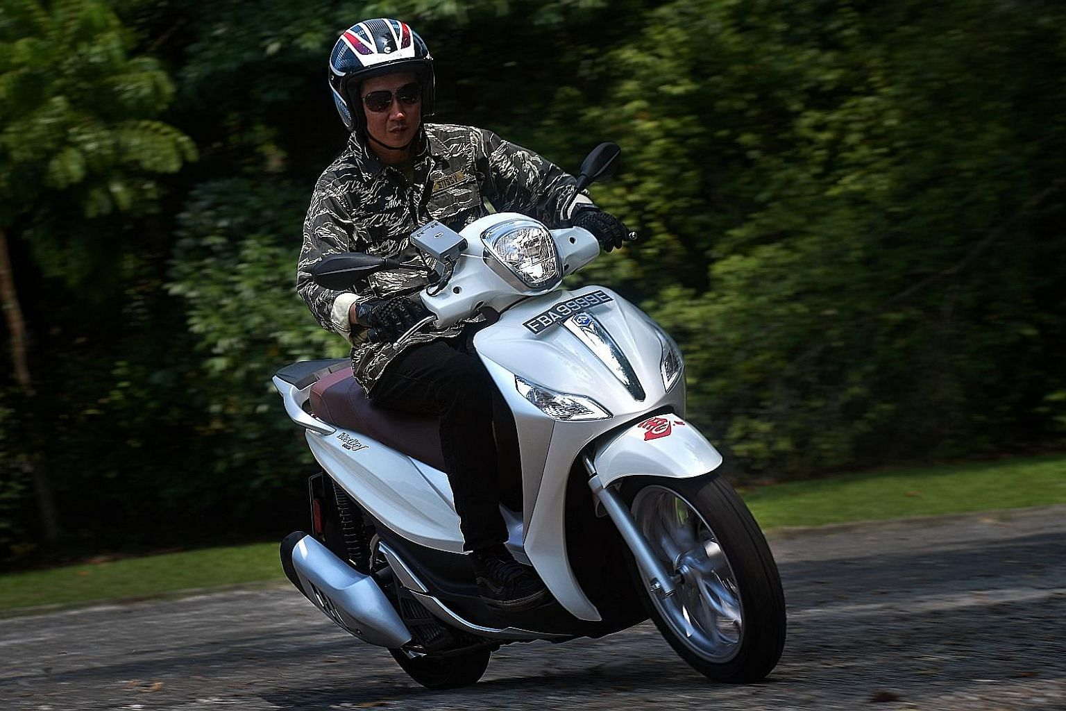 The Piaggio Medley 150 ABS will not set any speed record with its 155cc single-cylinder engine, but its prowess is in its ability to conserve fuel. The automatic scooter can achieve around 45km on a litre of petrol.