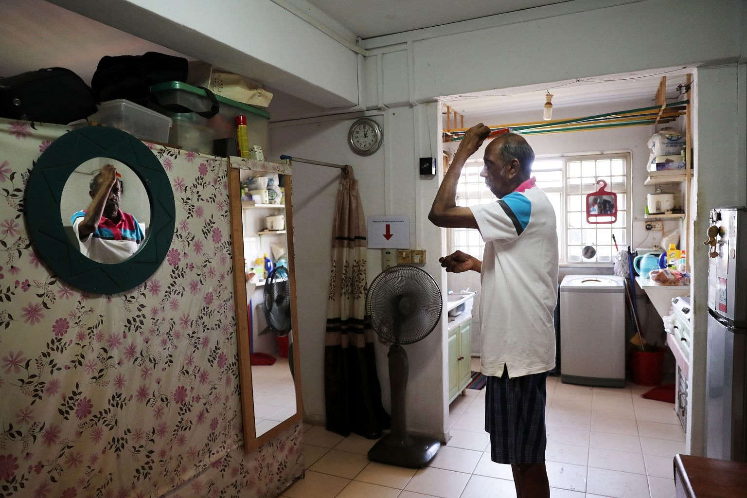 Mr Saravanamuthu Marimuthu, who lives alone in a one-room rental flat in Ang Mo Kio, was diagnosed with dementia in 2016. A home care associate of the Awwa dementia day care centre, situated at his block, checks in on him daily.