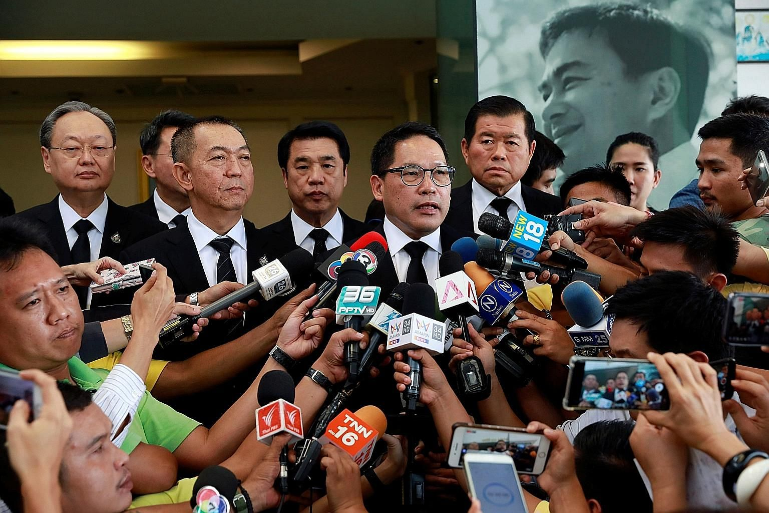Palang Pracharath leader Uttama Savanayana speaking to reporters after a meeting with the Democrat Party leader yesterday at the Democrats' head office in Bangkok. The Democrats will meet today to discuss Palang Pracharath's offer, but the party is w
