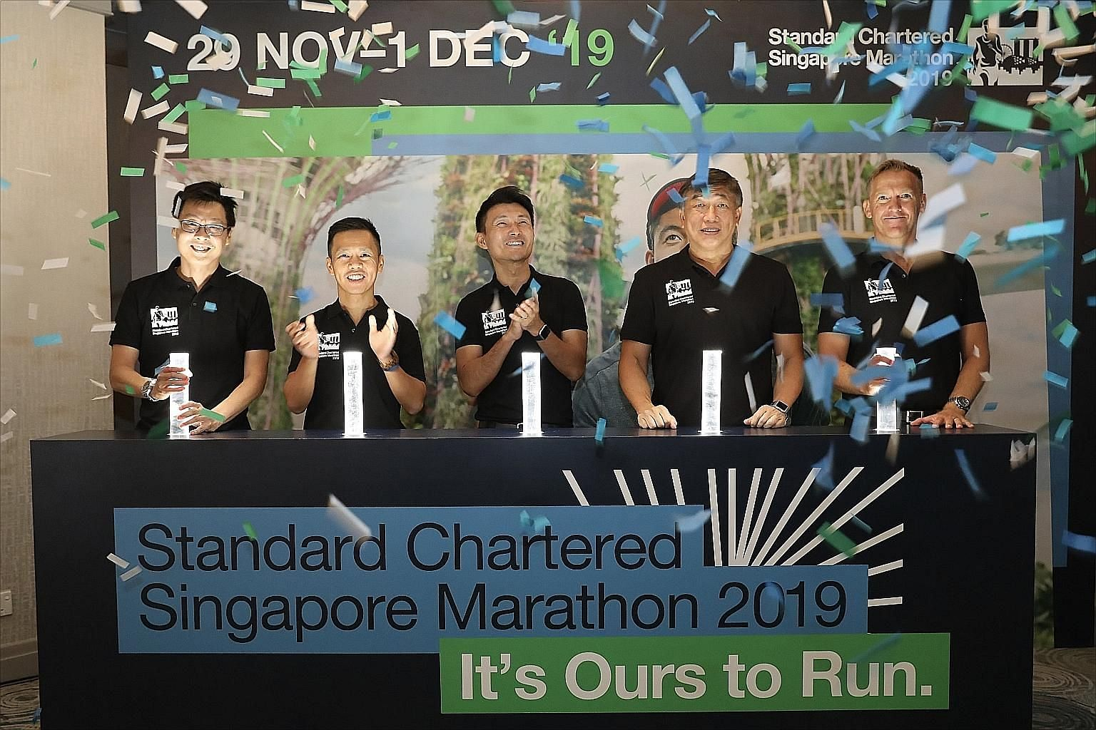 Senior Parliamentary Secretary for Transport, and Culture, Community and Youth Baey Yam Keng (centre) believes this year's evening flag-off will draw more people to cheer on the Standard Chartered Singapore Marathon runners and join in the excitement