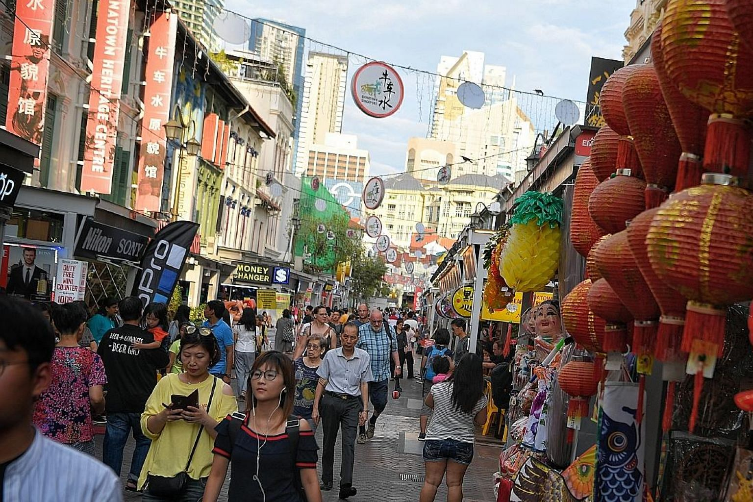 Sago Lane is now a bustling riot of touristy wares, sounds, aromas and colours, where tourists flock to buy souvenirs, try local food and take photographs.